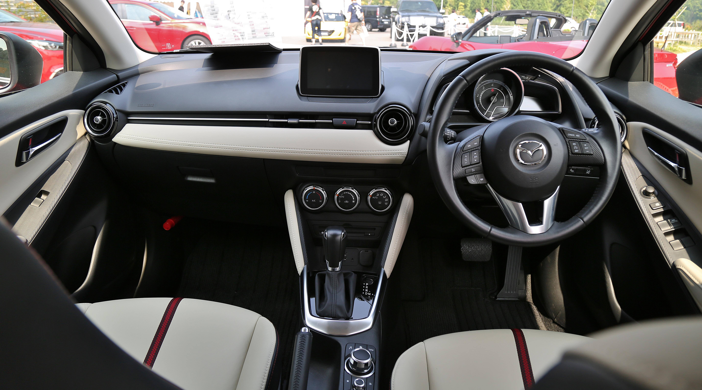 Mazda Touring Interir