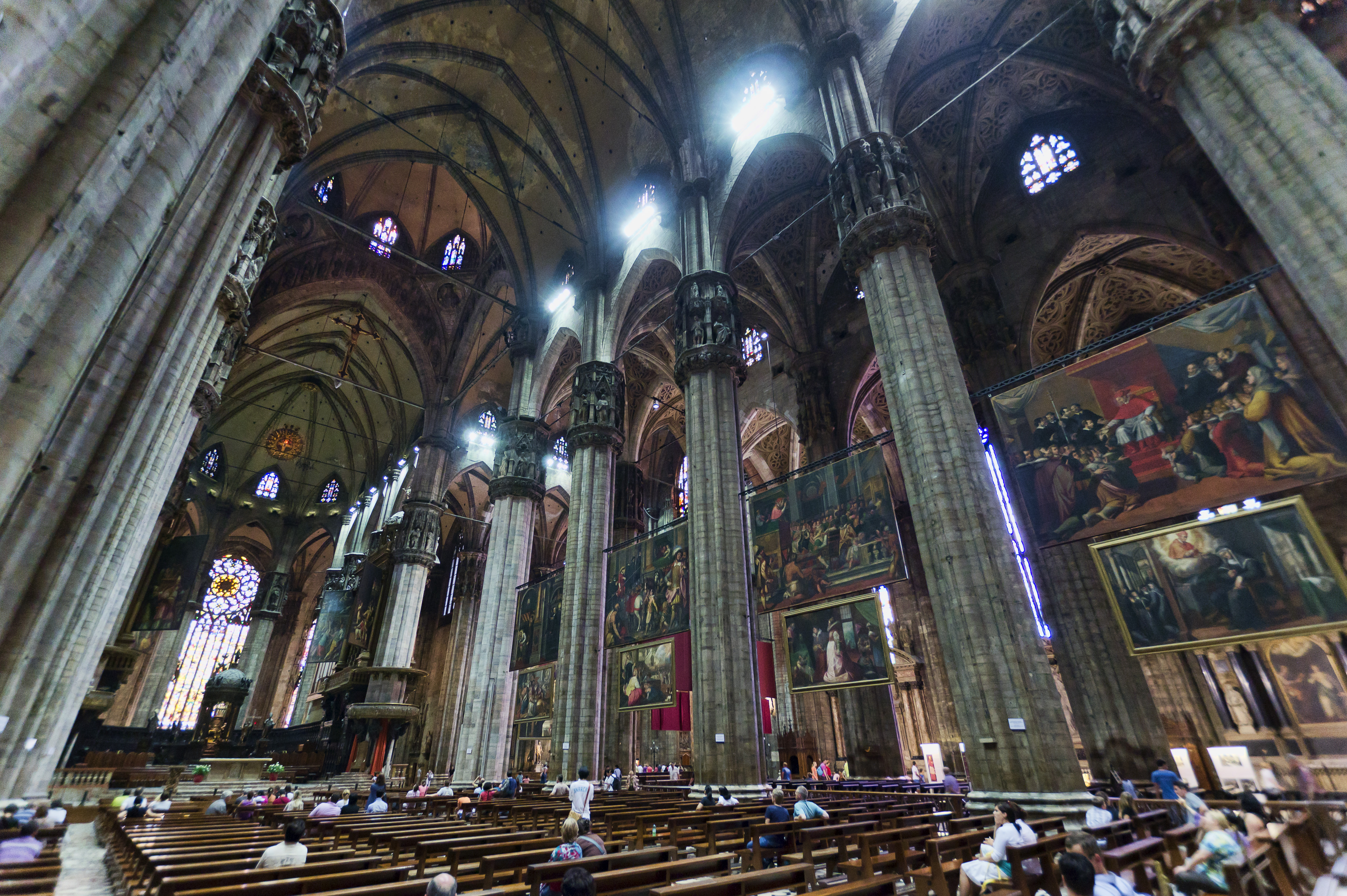 File milan duomo interieur wikimedia commons for Inside interieur