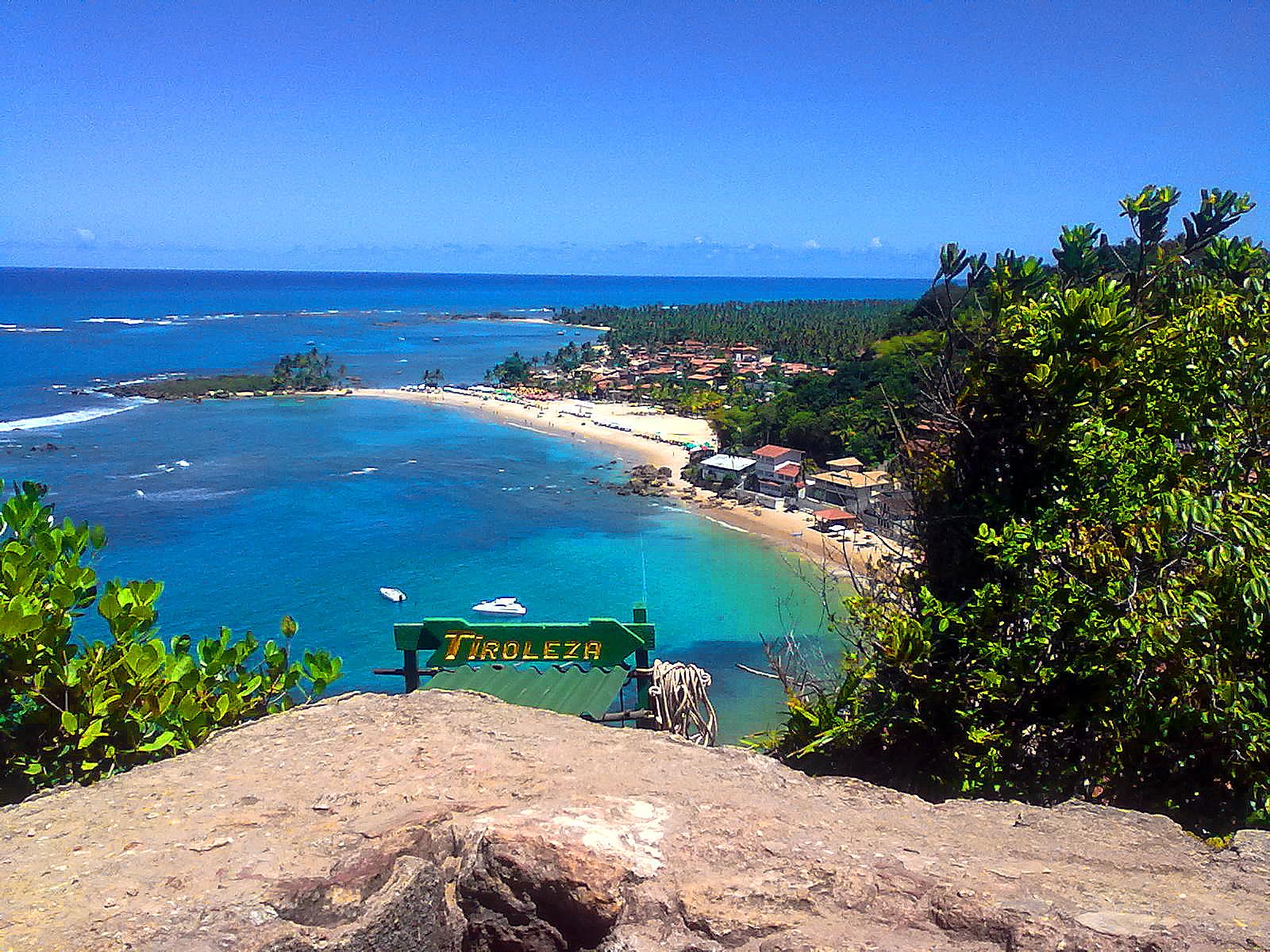 mirante da tiroleza com vista de cima da primeira e segunda praia