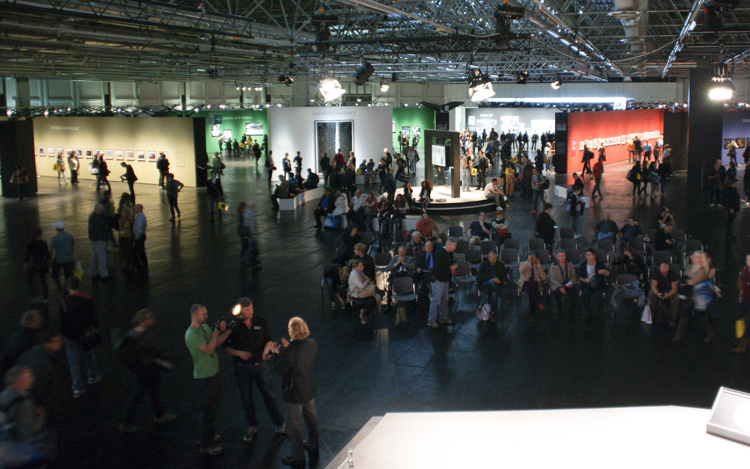 File:Photokina 2012, Leica Galerie.jpg - Wikimedia Commons