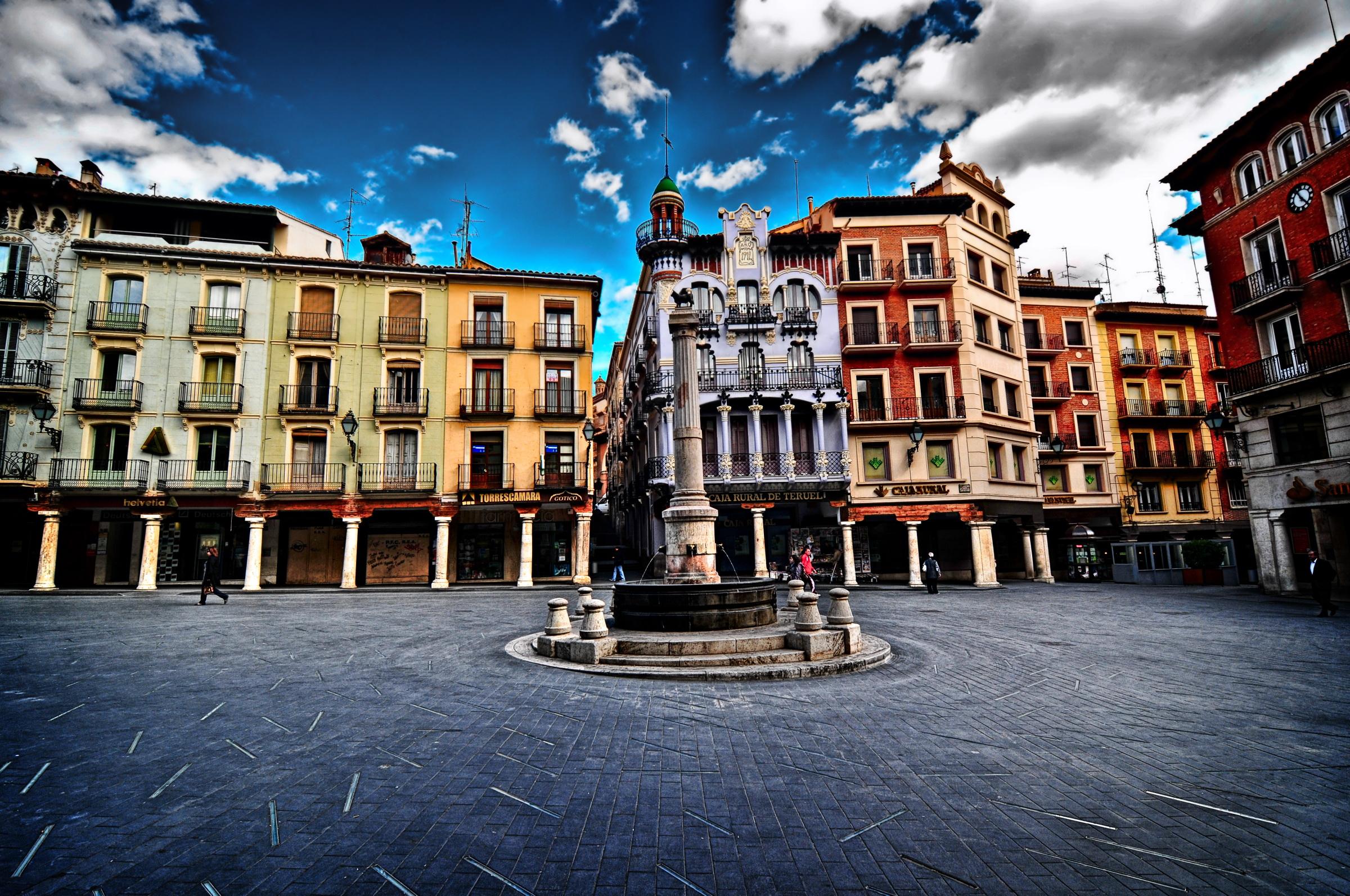 File:Plaza del Torico (Teruel).jpg - Wikimedia Commons