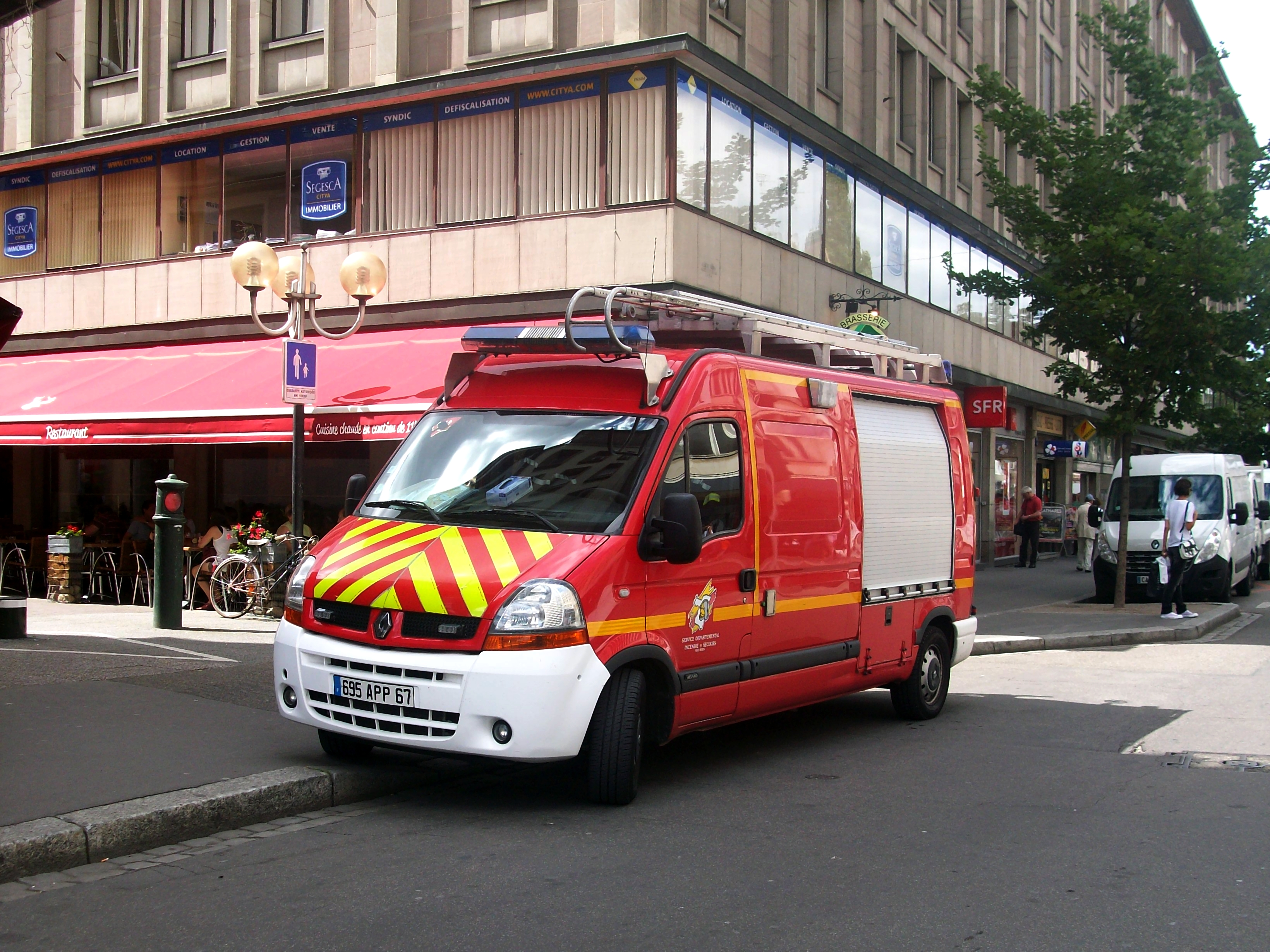 file renault master sapeur pompiers strasbourg 2012 jpg wikimedia commons. Black Bedroom Furniture Sets. Home Design Ideas