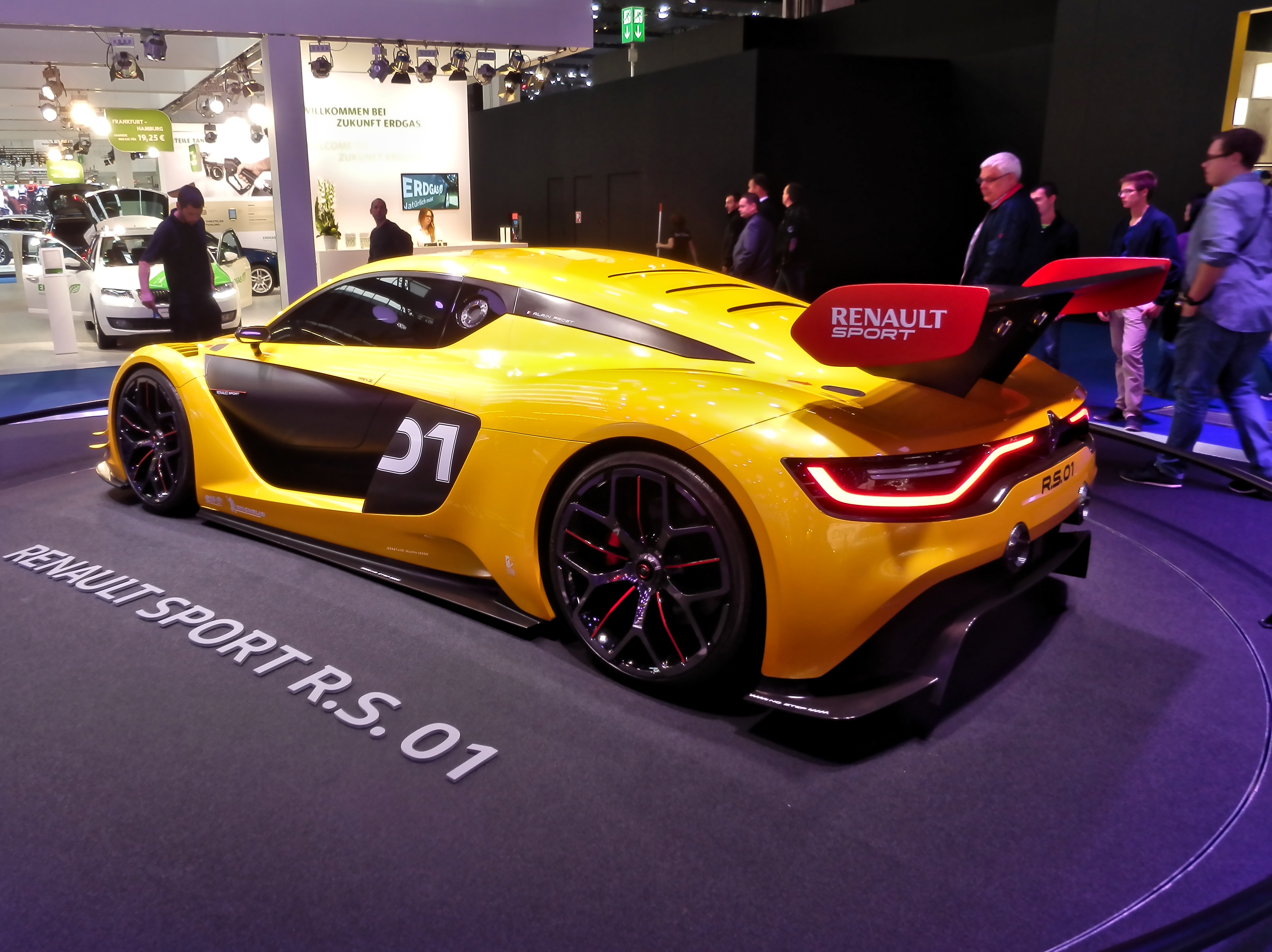 https://upload.wikimedia.org/wikipedia/commons/a/a5/Renault_Sport_R.S._01_Back_IAA_2015.jpg