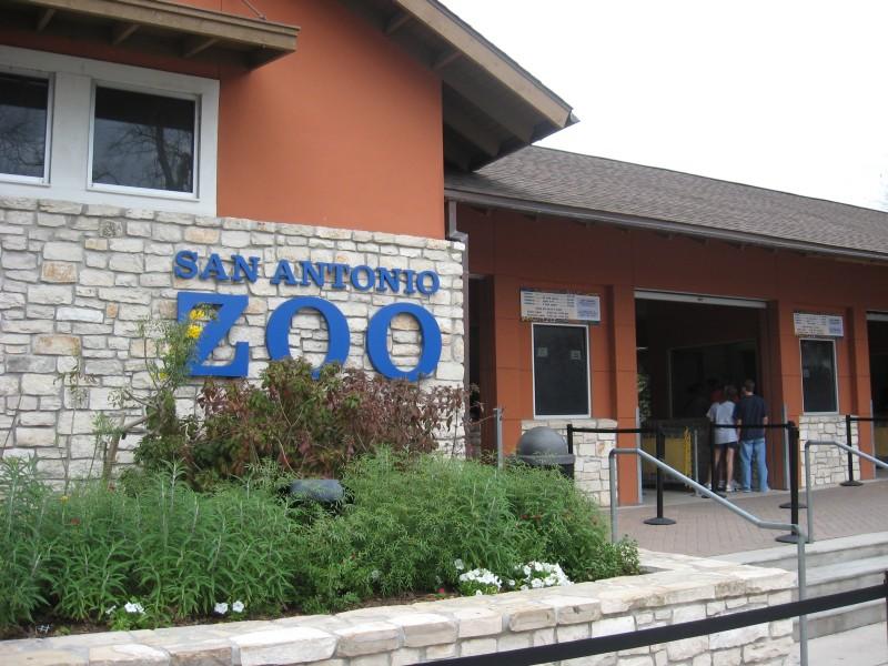 San Antonio Zoo entrance -Texas -USA-9Mar2009.jpg