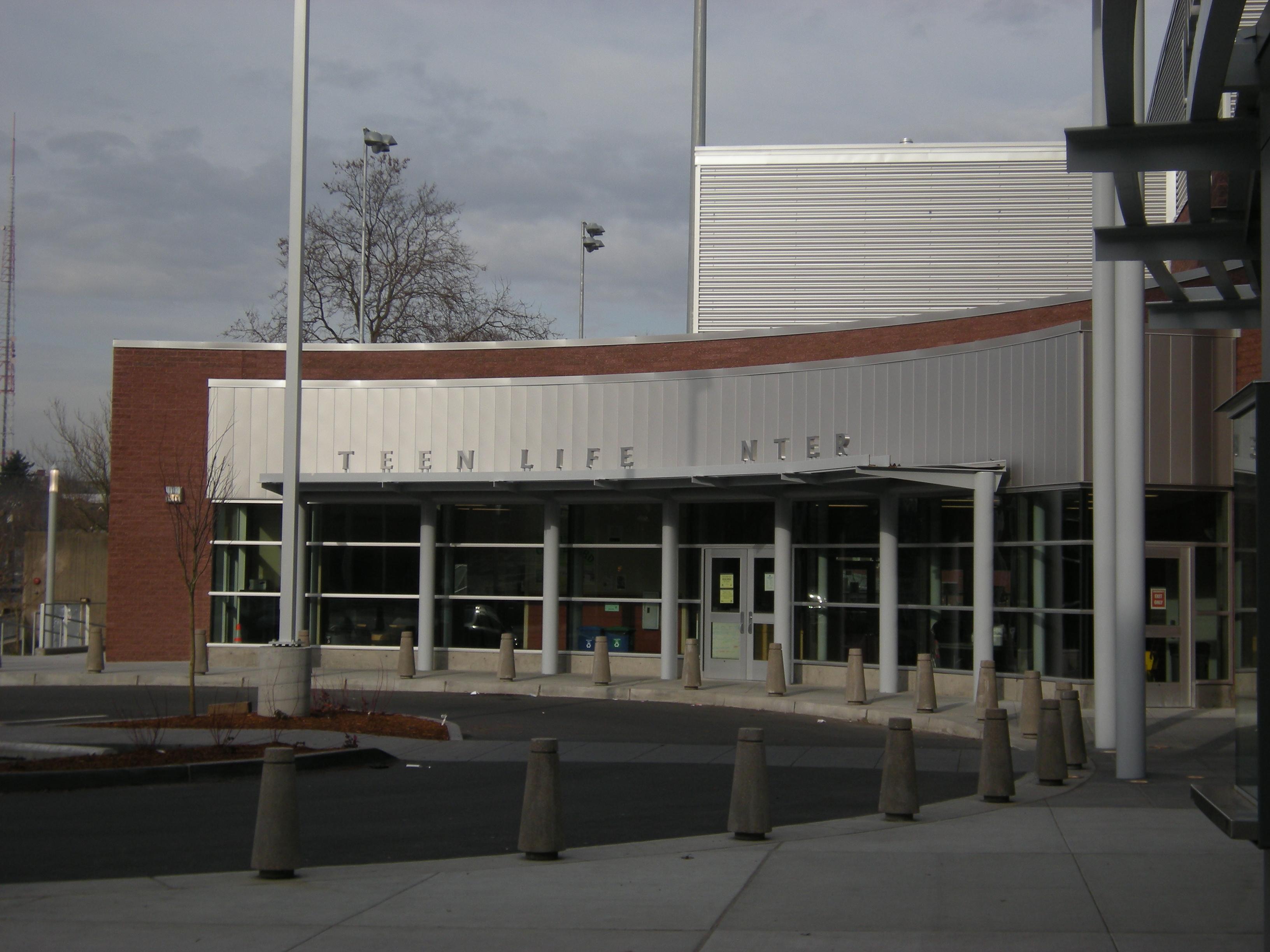 File Seattle Garfield High School Teen Life Center 01 Jpg Wikimedia Commons