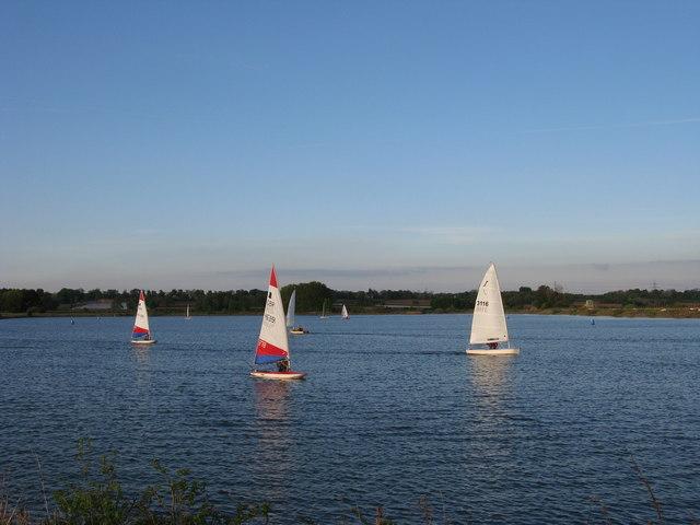 Żeglowanie po jeziorze