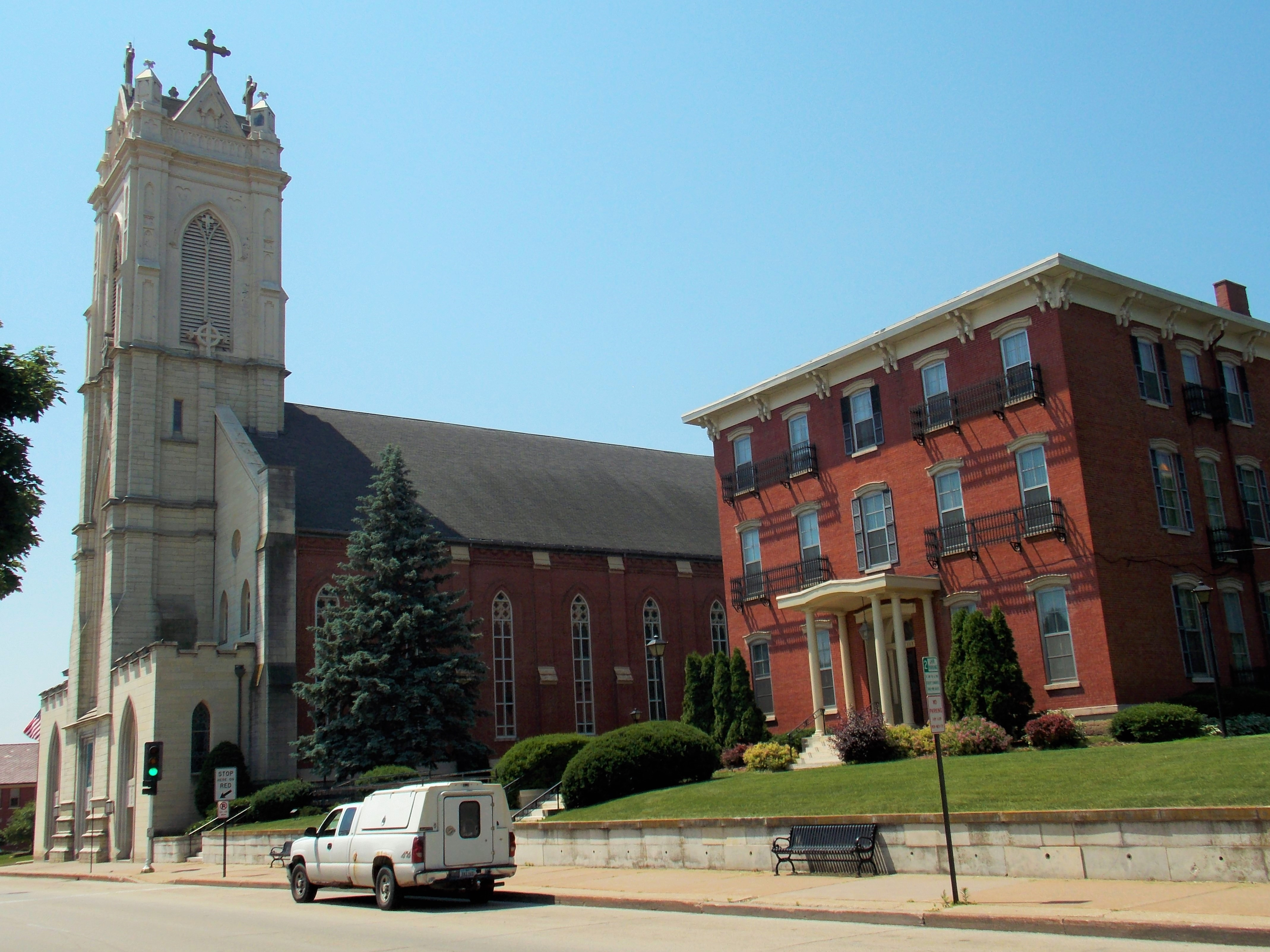 All That Remains Of St Raphaels >> St Raphael S Cathedral Dubuque Iowa Wikipedia