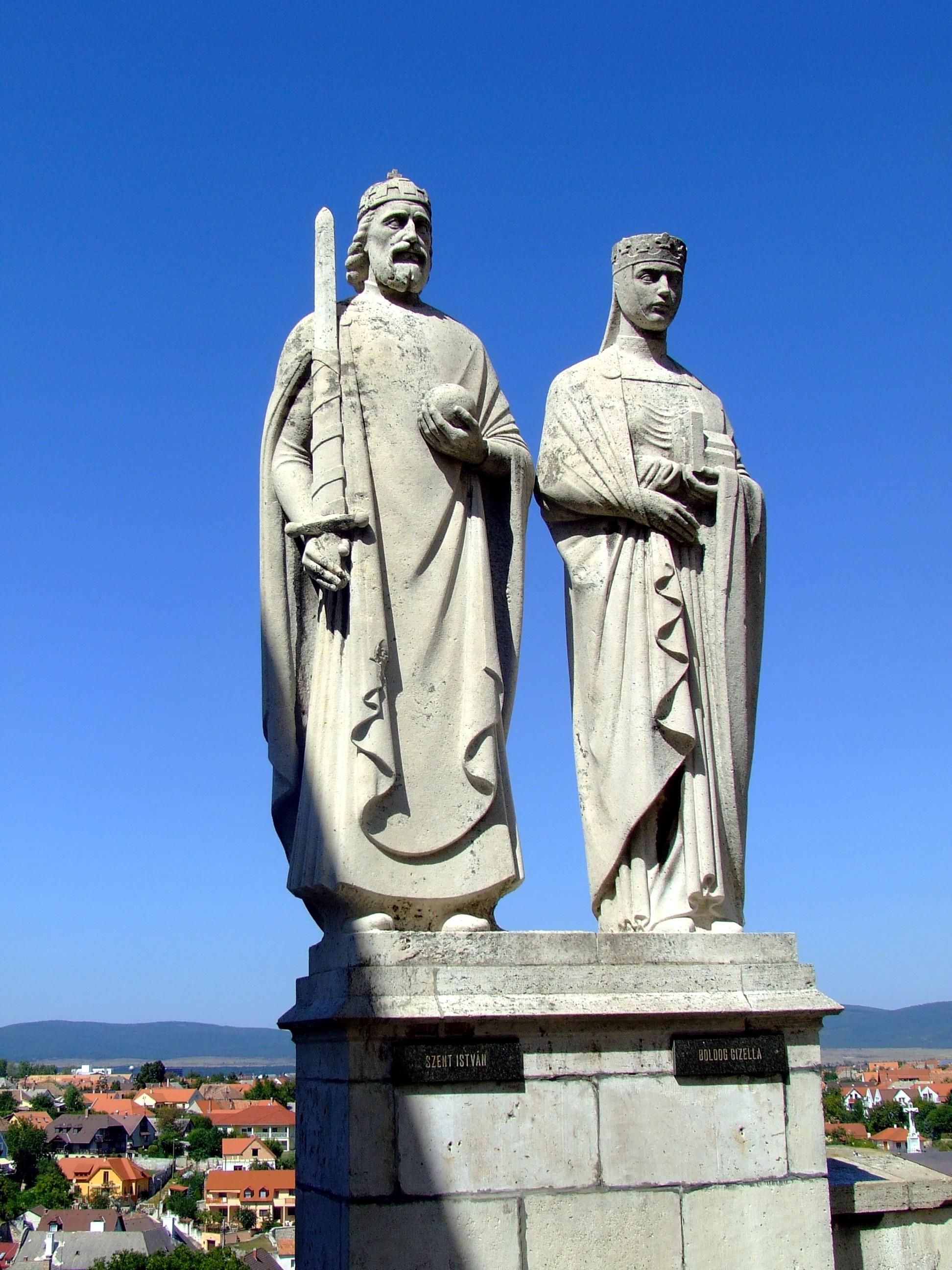 József Ispánki (1906-92): Statuer av kong Stefan I og dronning Gisela i Veszprém (1938)