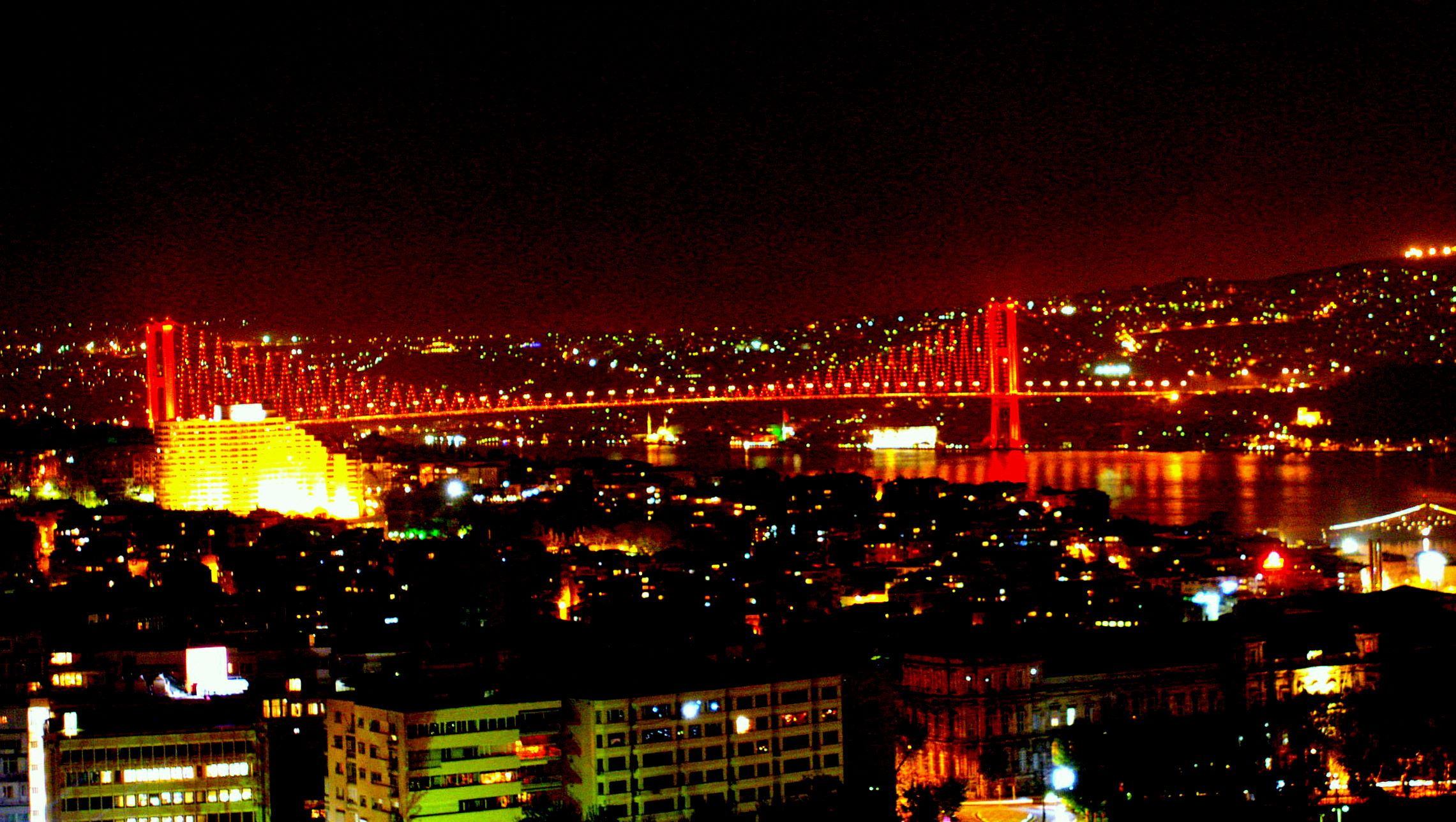 Tanım türkiye istanbul boğaziçi köprüsü işıklandırılmış