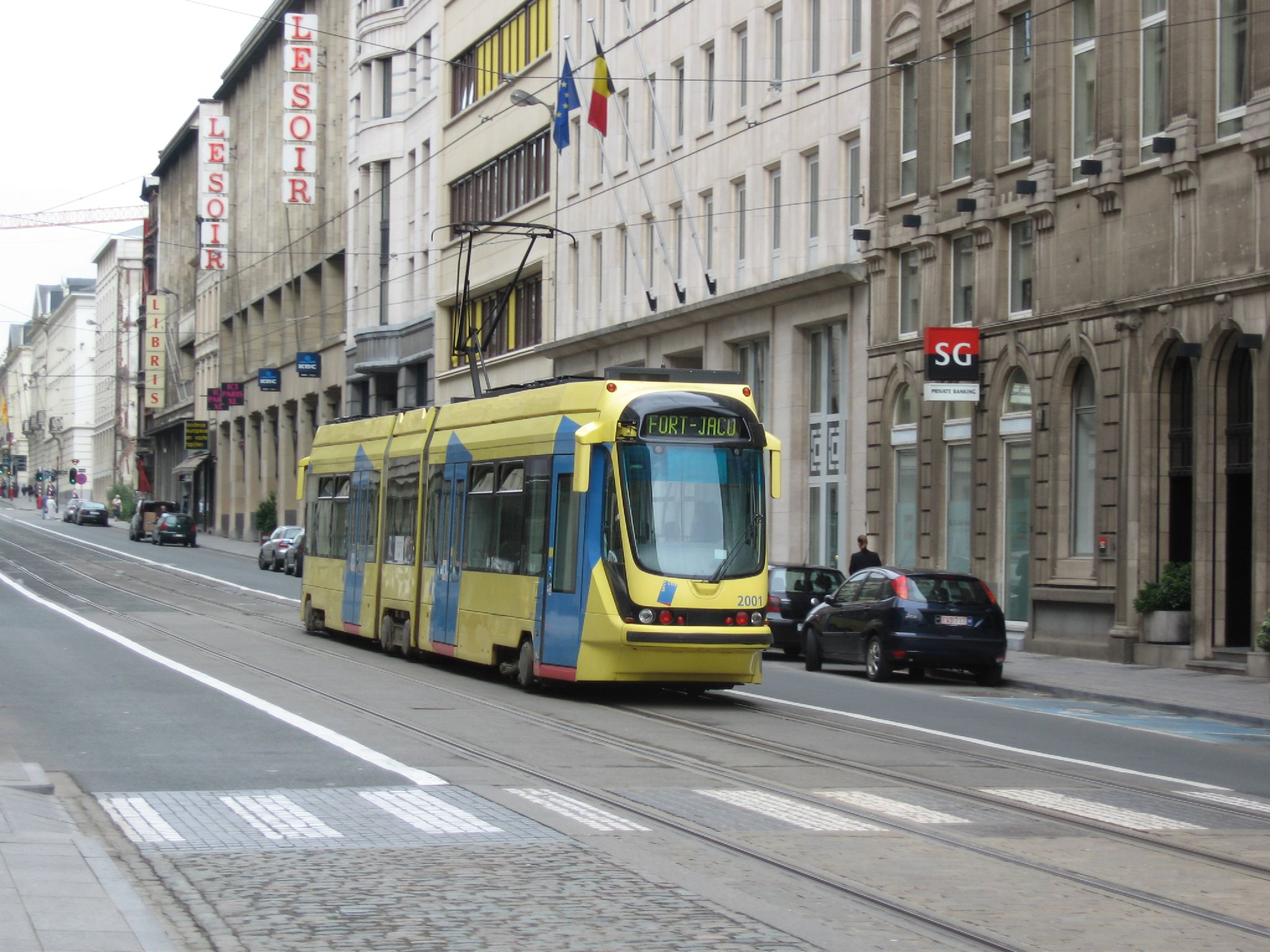 https://upload.wikimedia.org/wikipedia/commons/a/a5/Tram_in_brussel.jpg?uselang=fr