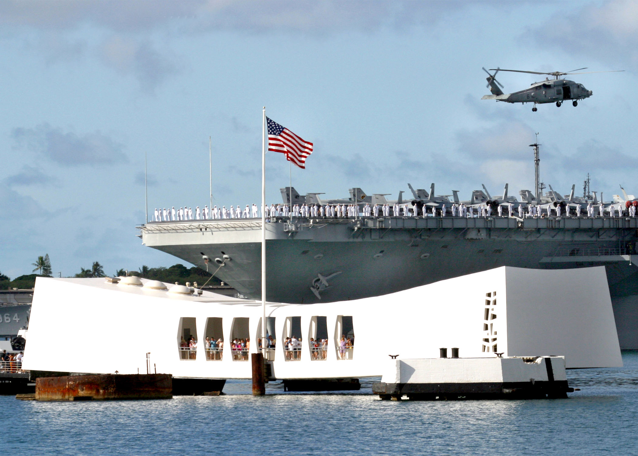 US_Navy_020801-N-3228G-001_USS_Abraham_Lincoln_(CVN_72)_passes_the_Arizona_Memorial_in_Pearl_Harbor,_Hawaii.jpg (2100×1500)
