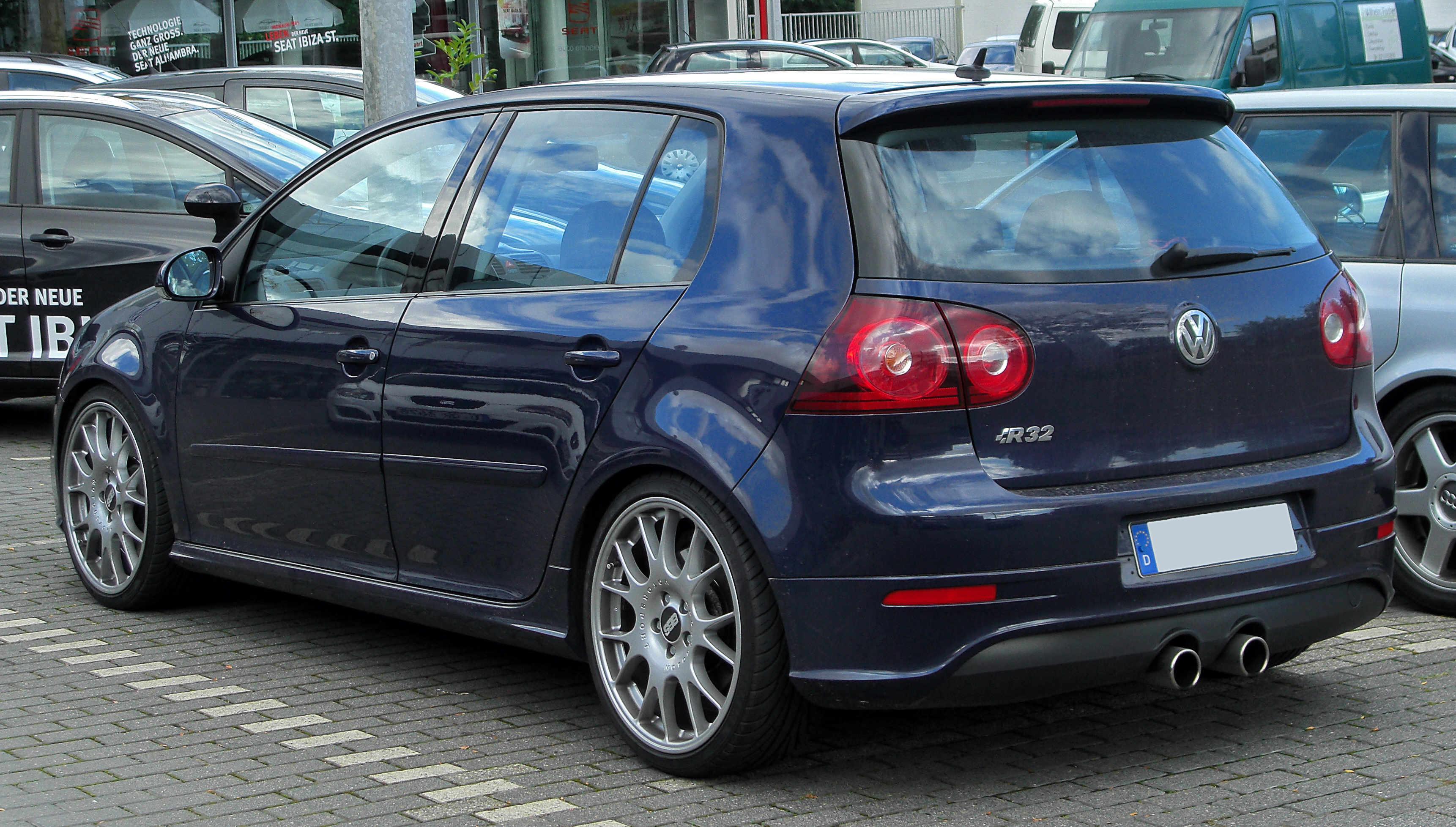 file vw golf v r32 rear wikimedia commons. Black Bedroom Furniture Sets. Home Design Ideas