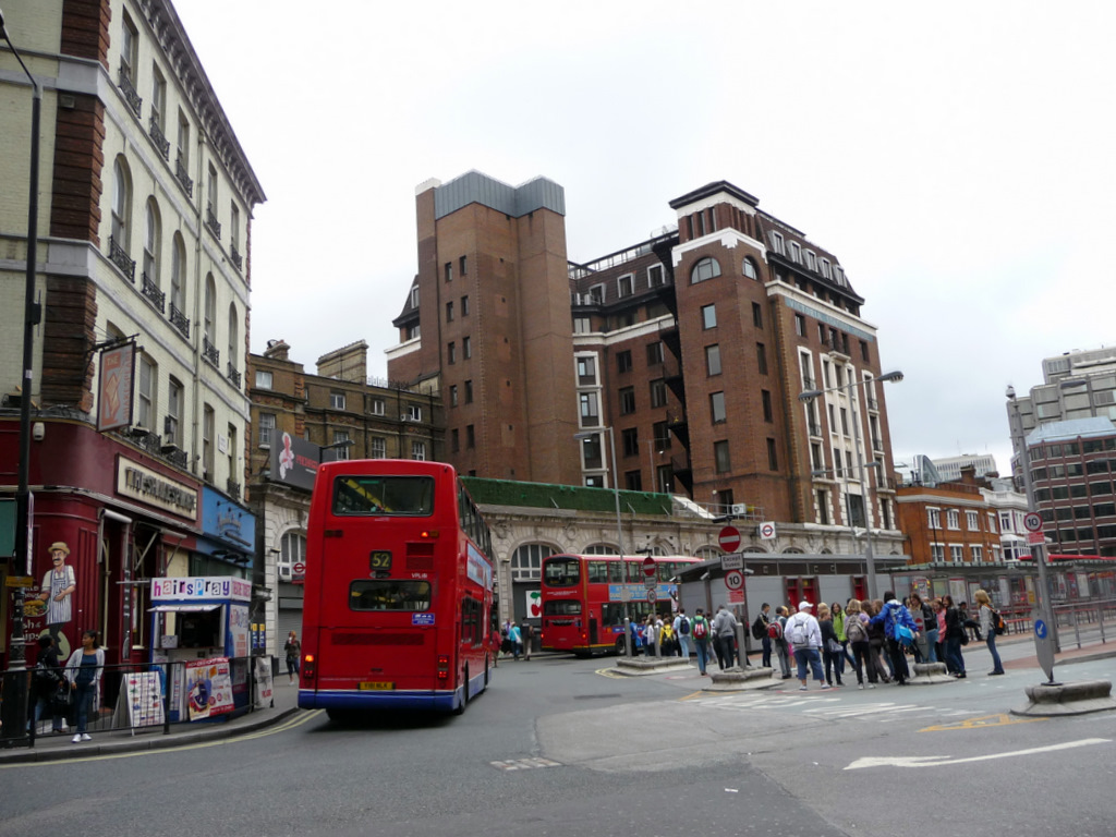 victoria bus station wikimedia commons. Black Bedroom Furniture Sets. Home Design Ideas