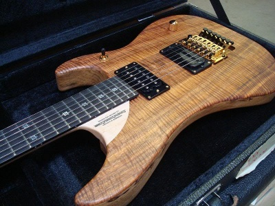 the xx anniversary model : this is the deluxe anniversary limited run (100  pieces)  using the 2 0 model specification, with a black limba (korina)  body,