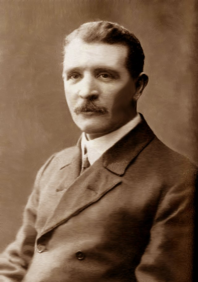 william murdoch in his 30s.jpg
