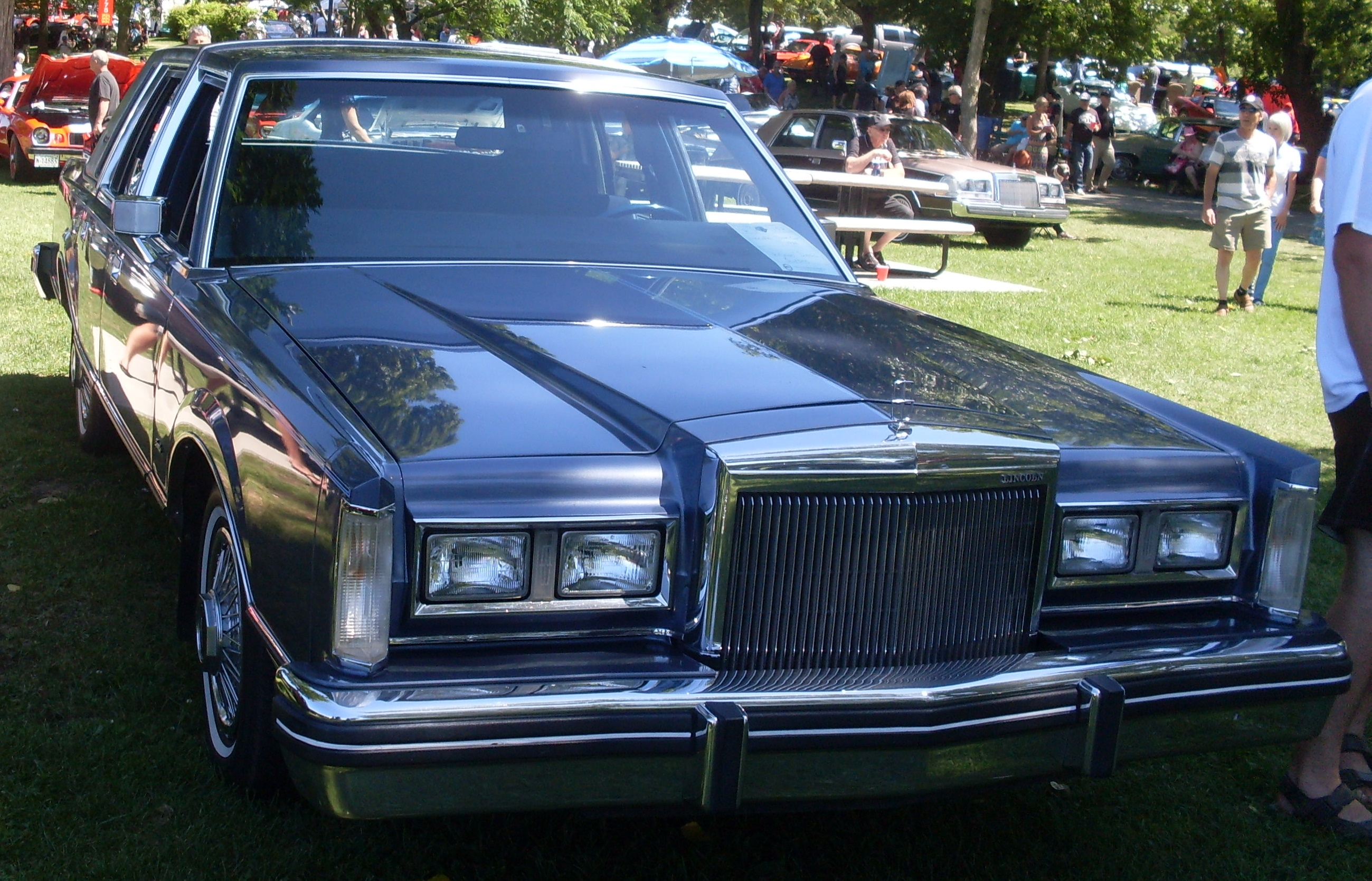File:'84 Lincoln Town Car (Auto clique VACM Chambly '13).JPG ...