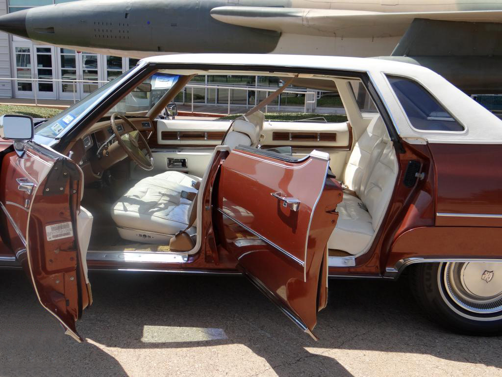 File 1976 cadillac sedan deville interior jpg wikimedia commons - File 1975 Cadillac Sedan Deville 1 Jpg