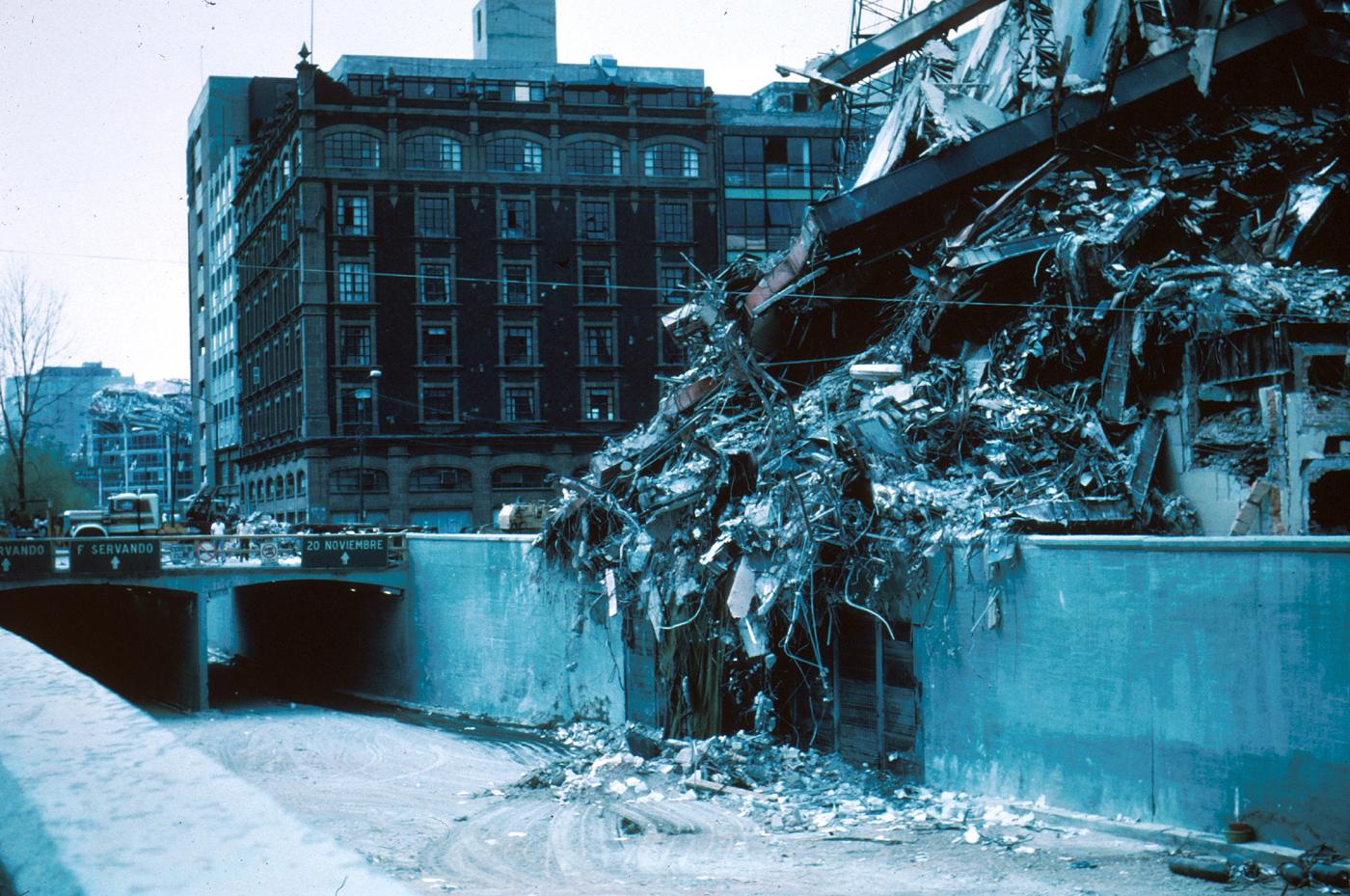 File:1985 Mexico Earthquake - Pina Suarez Apartment ...