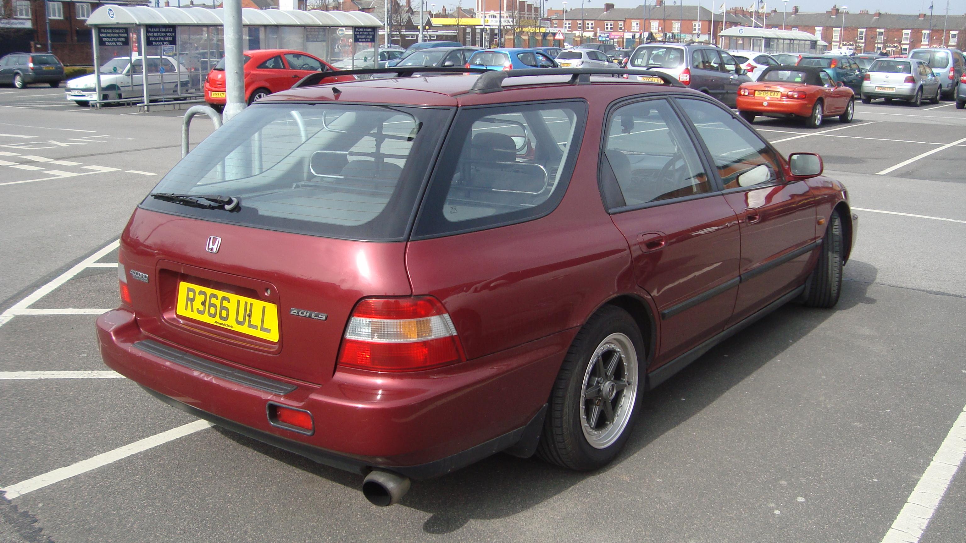 File:1997 Honda Accord Aerodeck 2.0 LS (13515305615).jpg - Wikimedia ...