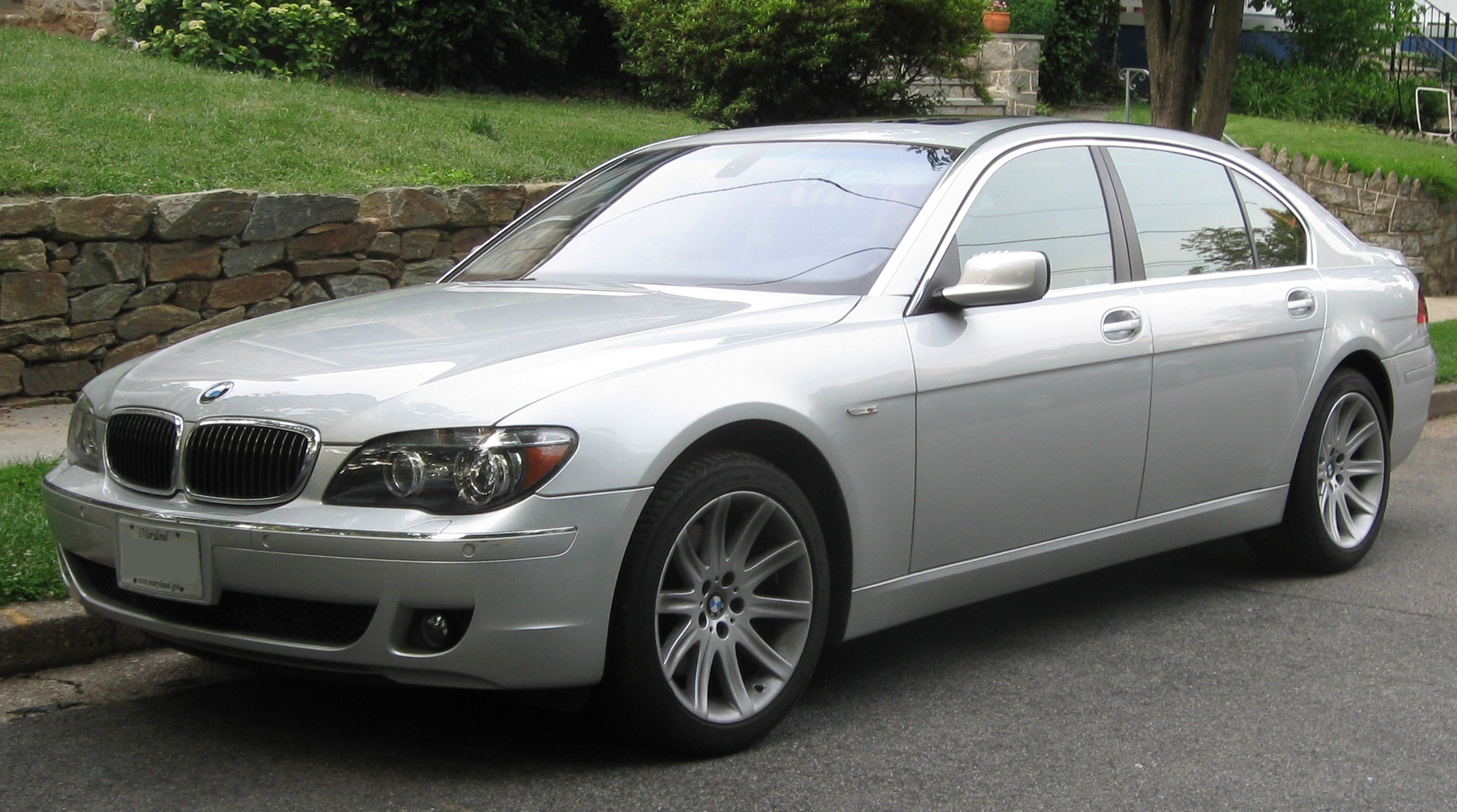File:2006-2008 BMW 7-Series.jpg - Wikimedia Commons