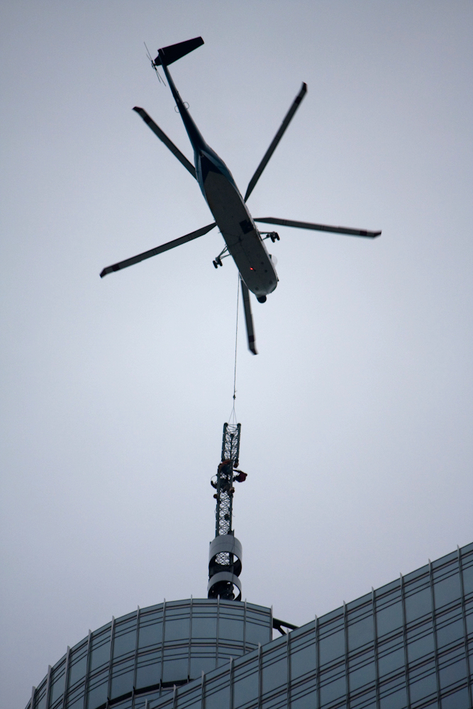 20090103 Trump Tower Chicago Spire helicopter delivery.jpg
