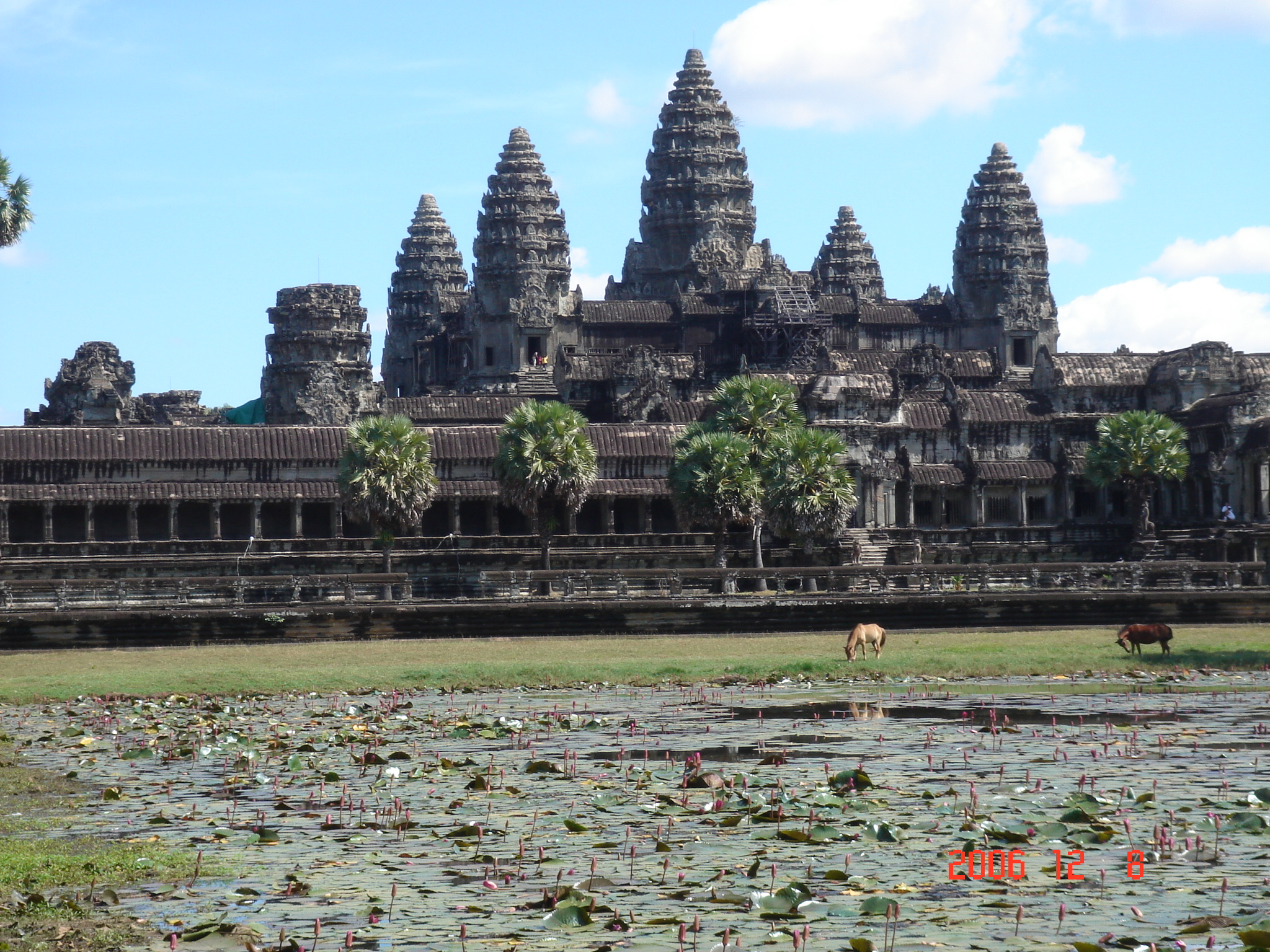 File:AngkorWat 20061209.JPG - Wikipedia, the free encyclopedia