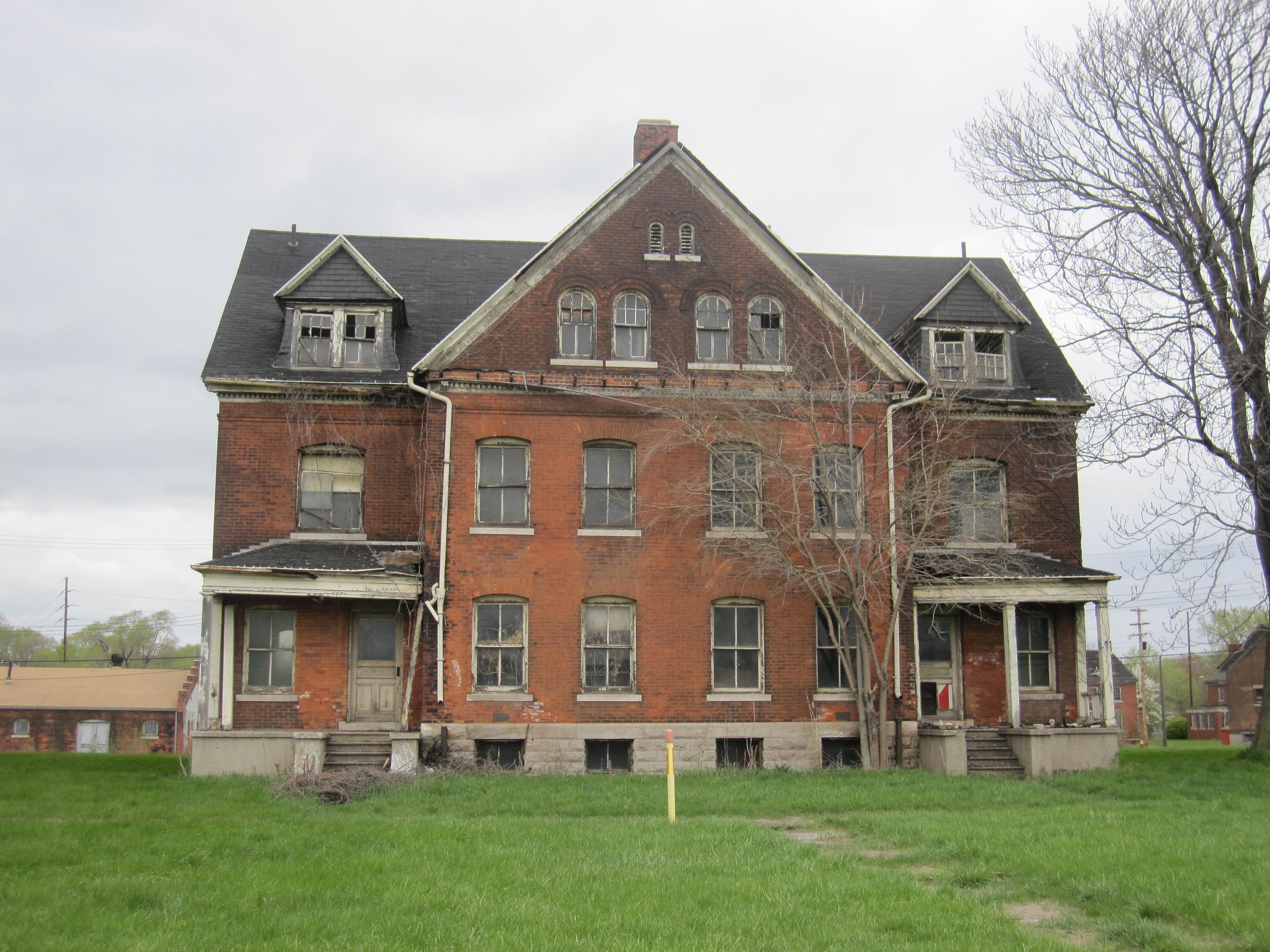 Barracks-building-at-historic-fort-wayne-detroit.jpg