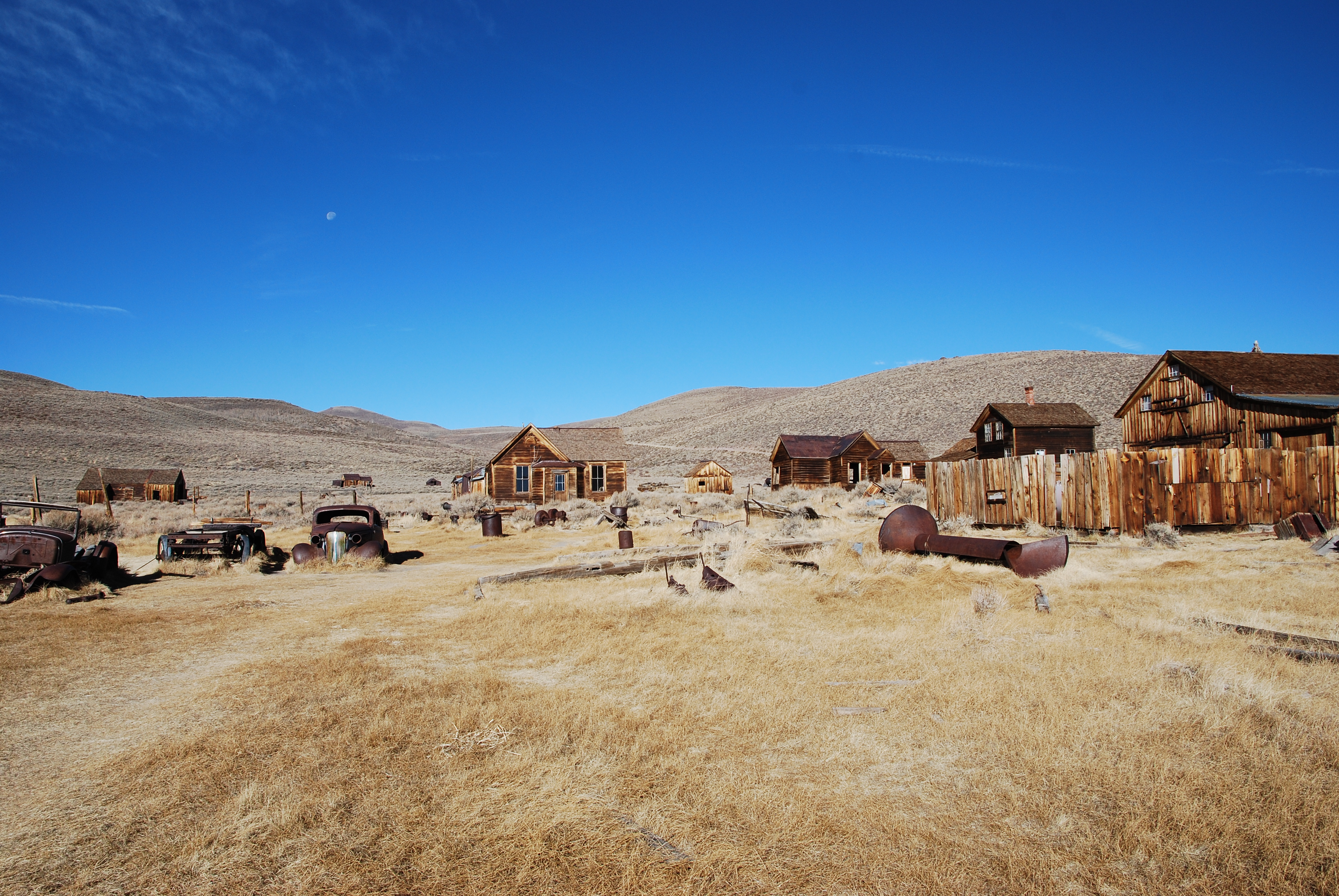 http://upload.wikimedia.org/wikipedia/commons/a/a6/Bodie_CA_-_ghost_town.jpg