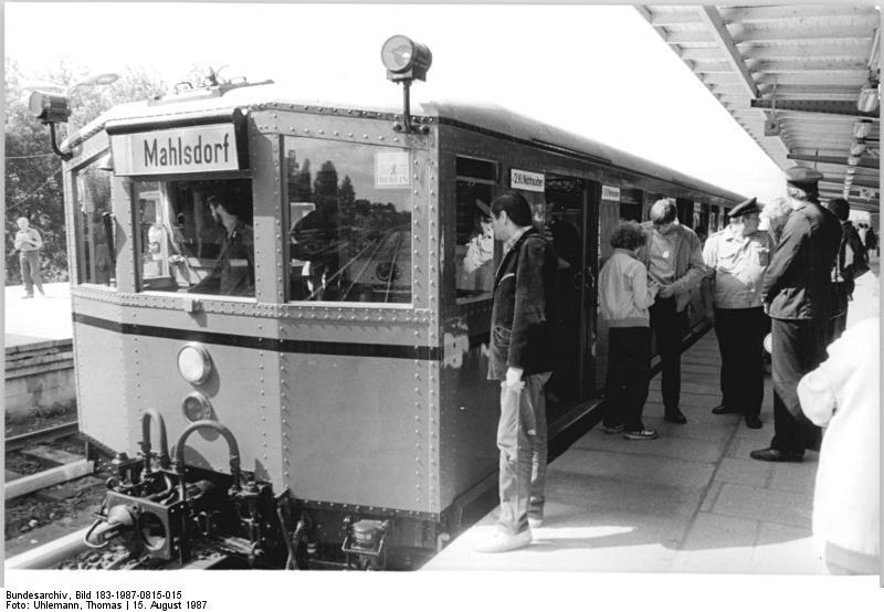 Datei:Bundesarchiv Bild 183-1987-0815-015, Berlin, S-Bahn-Sonderfahrten.jpg