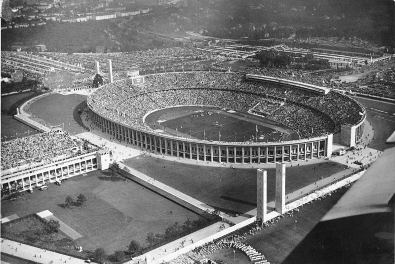 Bundesarchiv Bild 183-R82532, Berlin, Olympia-Stadion (Luftaufnahme).jpg