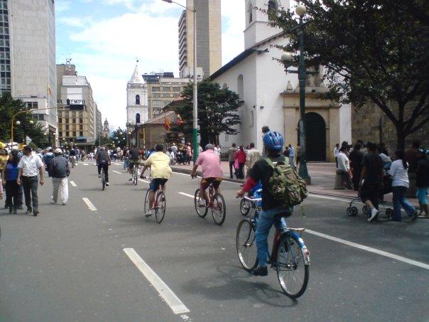 File:Ciclovía Bogotá.jpg