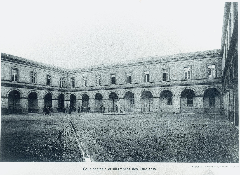 File cour d 39 honneur ancienne envt jpg wikimedia commons for Adresse ecole veterinaire maison alfort