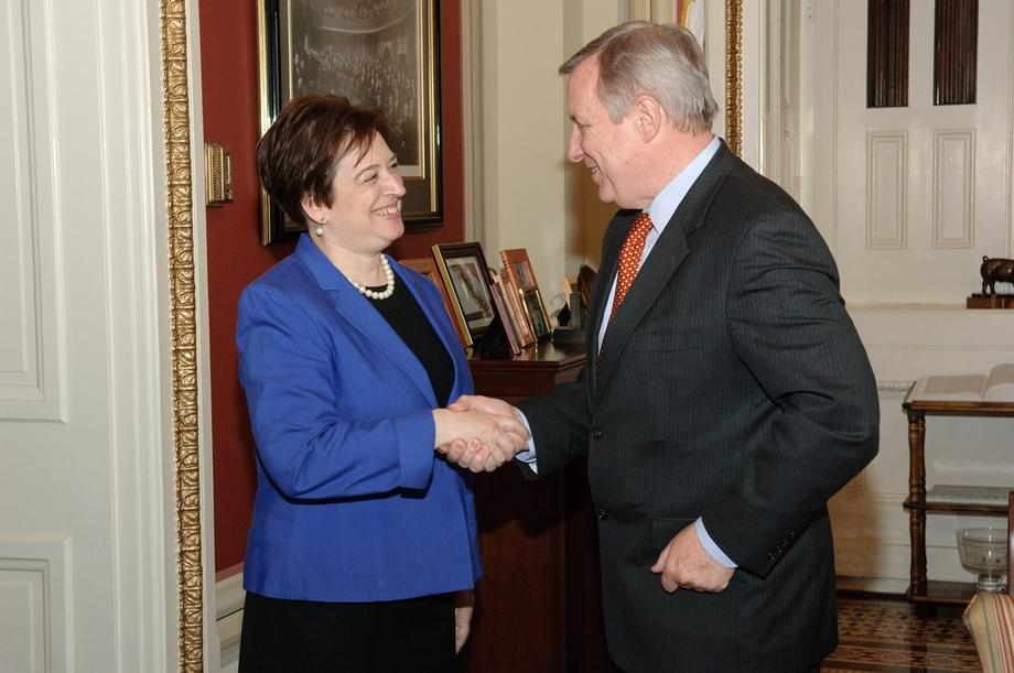 English: Senator Dick Durbin (D-IL) meets with...