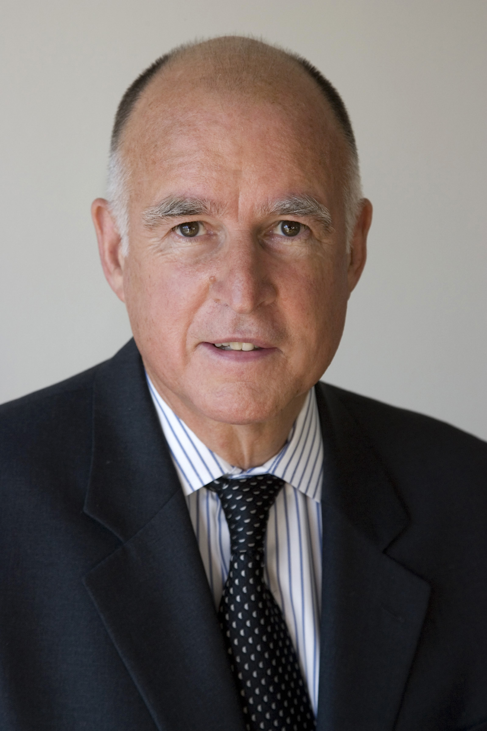 The 80-year old son of father (?) and mother(?), 170 cm tall Jerry Brown in 2018 photo