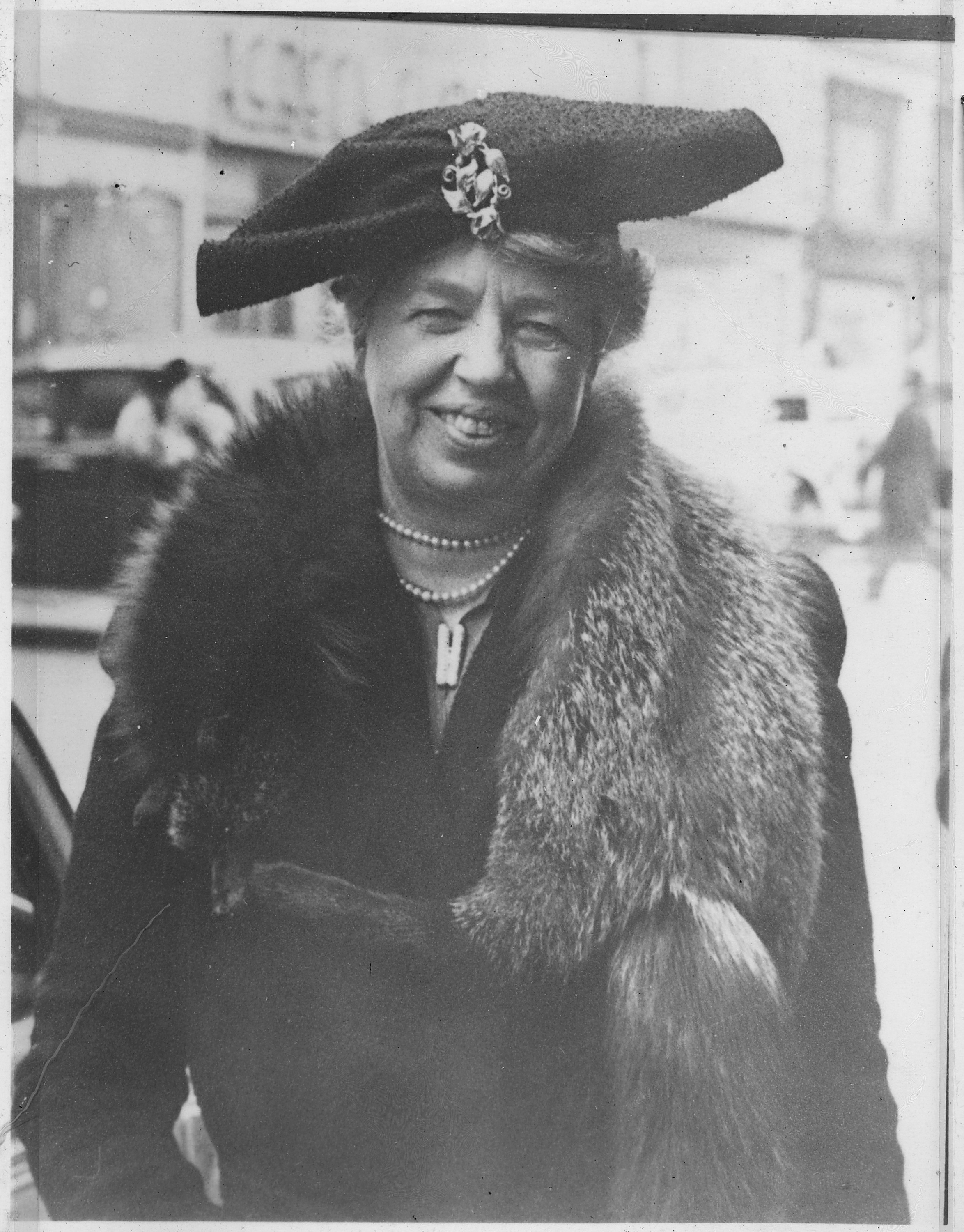 file eleanor roosevelt in new york city nara jpg  file eleanor roosevelt in new york city nara 195376 jpg