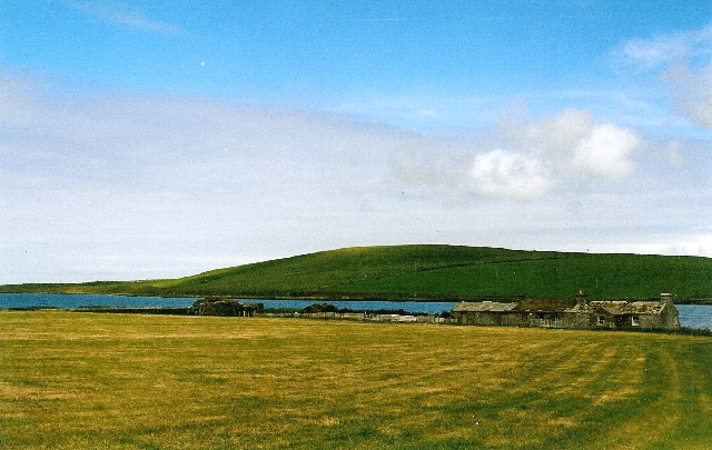 File:Farm buildings at Loch of Skaill - geograph.org.uk - 54204.jpg