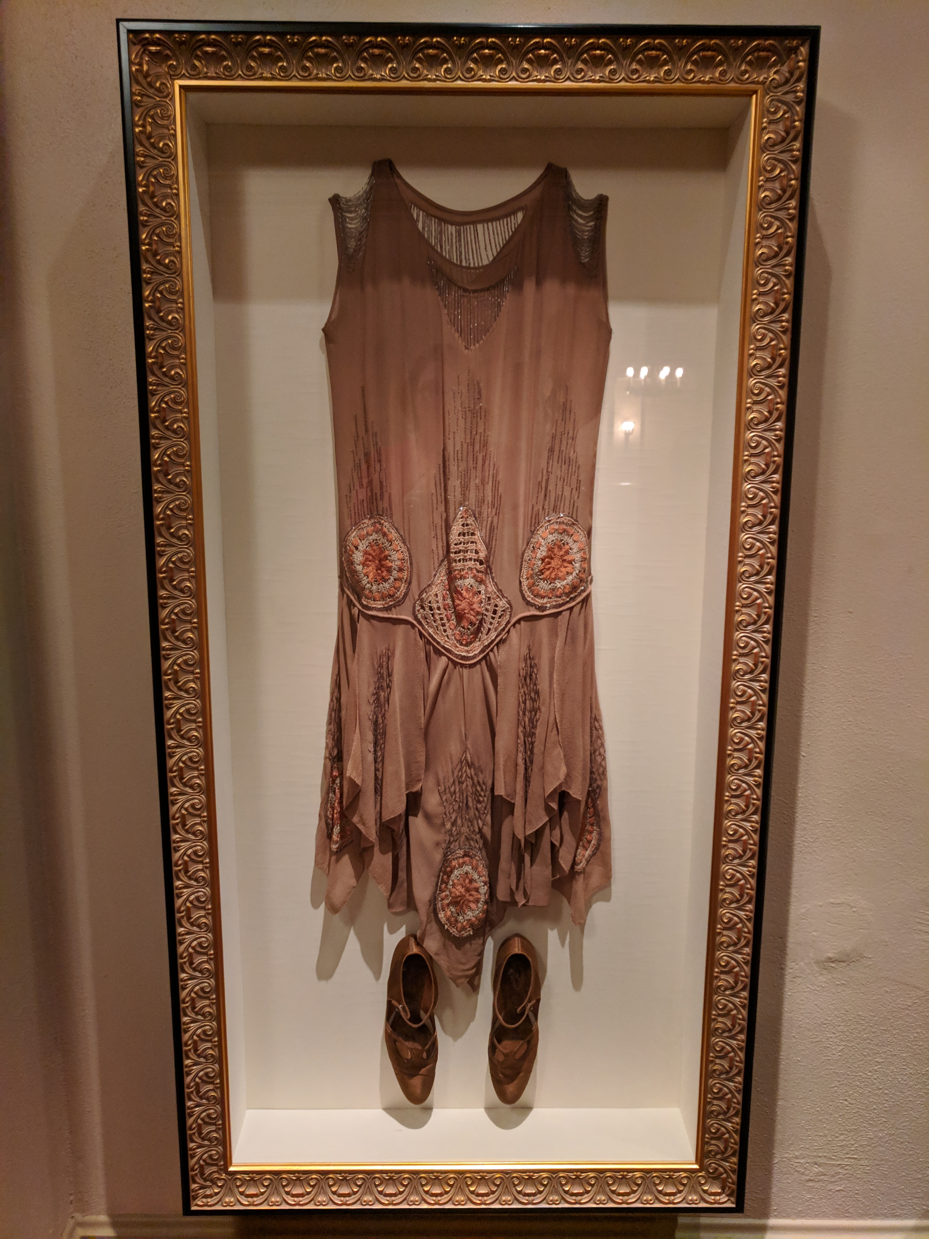 File:Flapper dress at plaza theatre.jpg - Wikimedia Commons