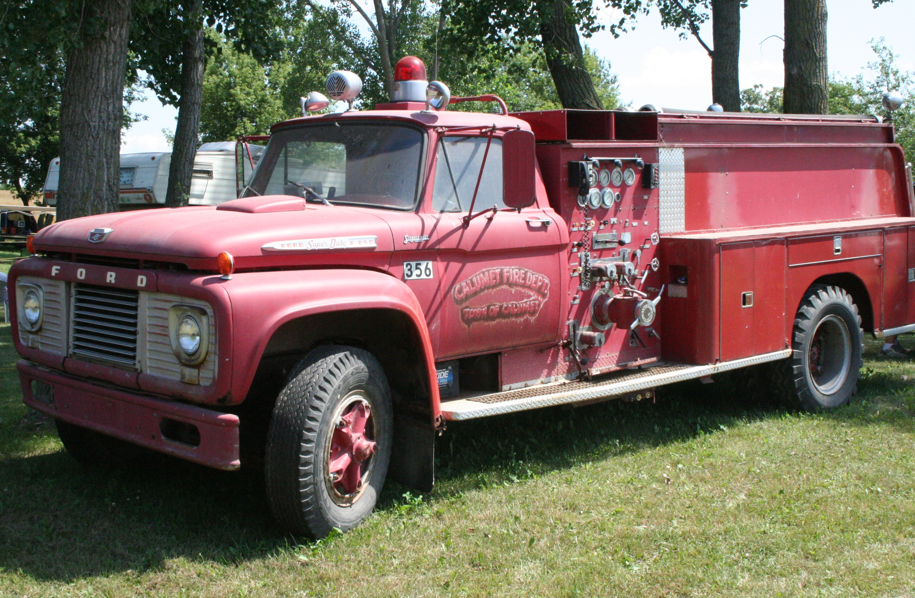 File Ford Fire Engine F850 Town Of Calumet Jpg Wikimedia Commons