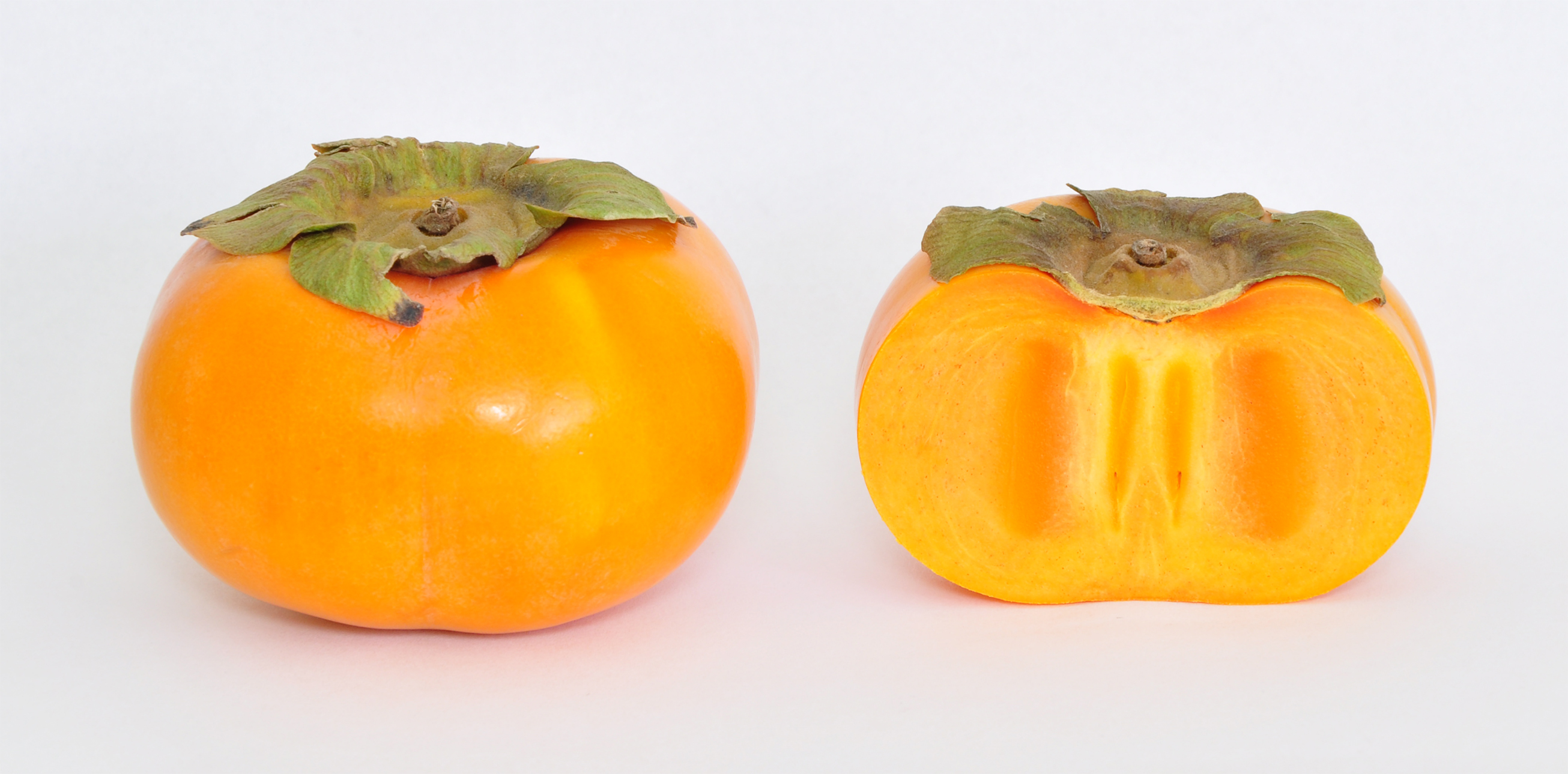 https://upload.wikimedia.org/wikipedia/commons/a/a6/Fuyu_Persimmon_(Diospyros_Kaki).jpg