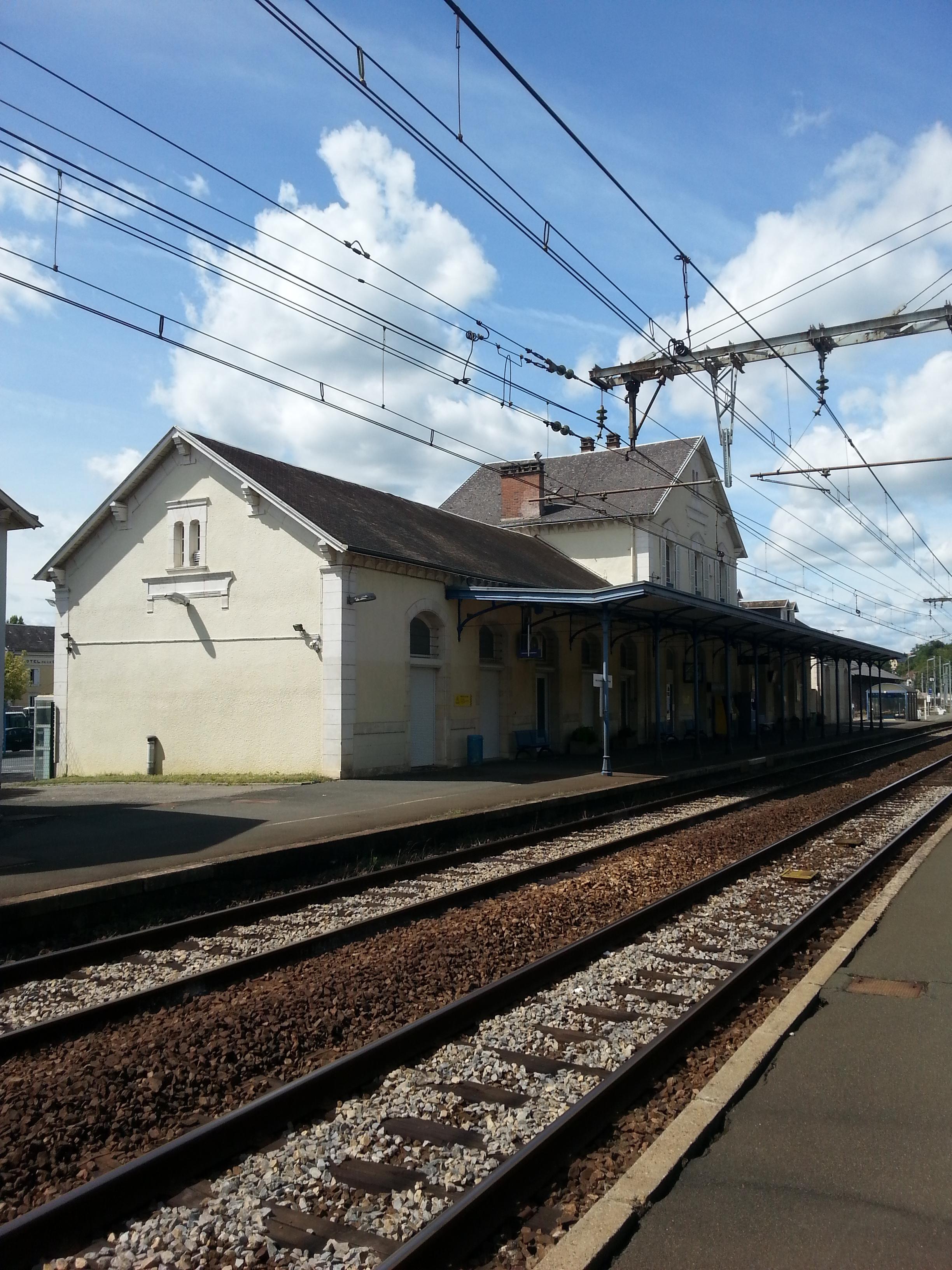 File gare d 39 argenton sur creuse 36 b timent voyageurs for Piscine d argenton sur creuse