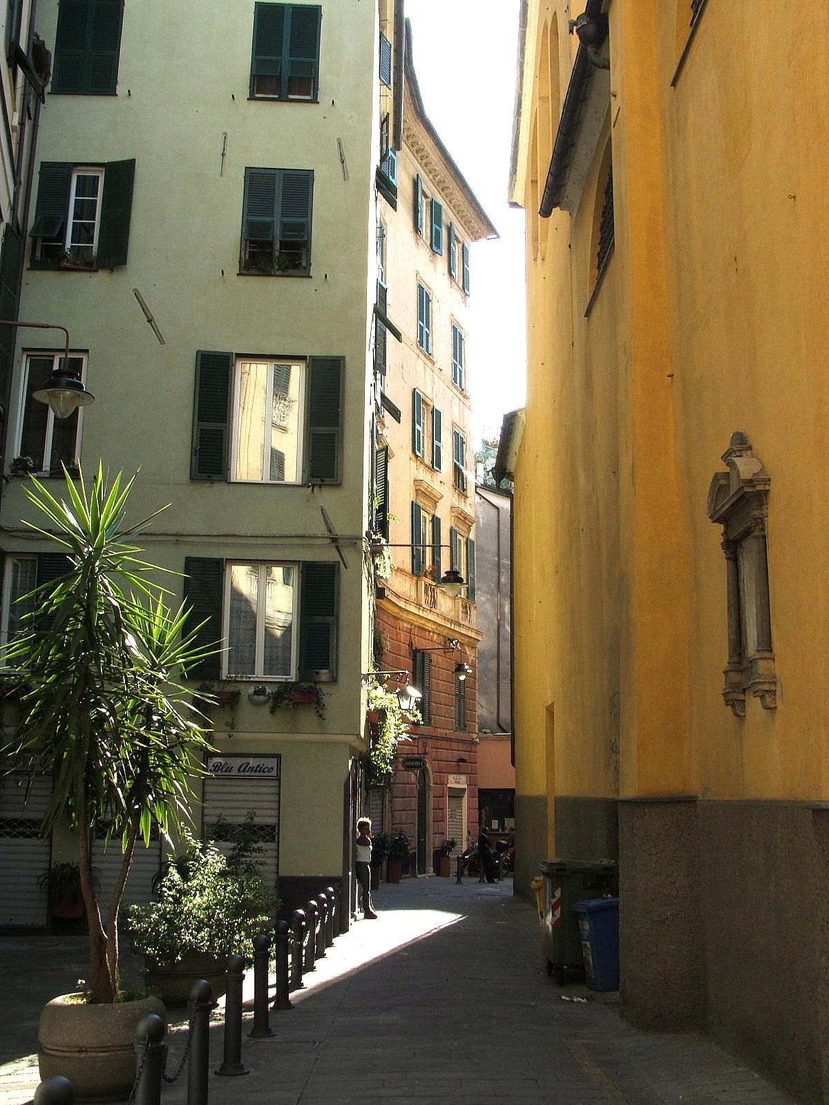 Maddalena genova wikiquote for Arredo bagno via gramsci genova