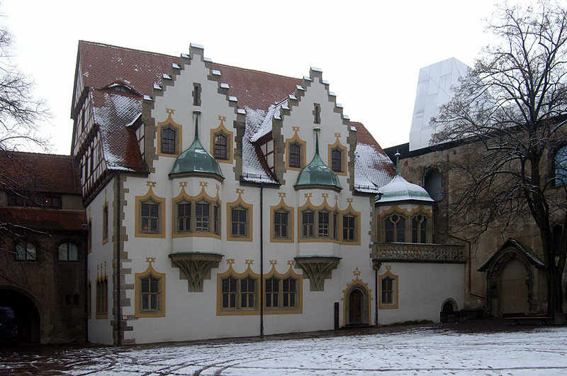 http://upload.wikimedia.org/wikipedia/commons/a/a6/HalleMoritzburgTalamt.jpg