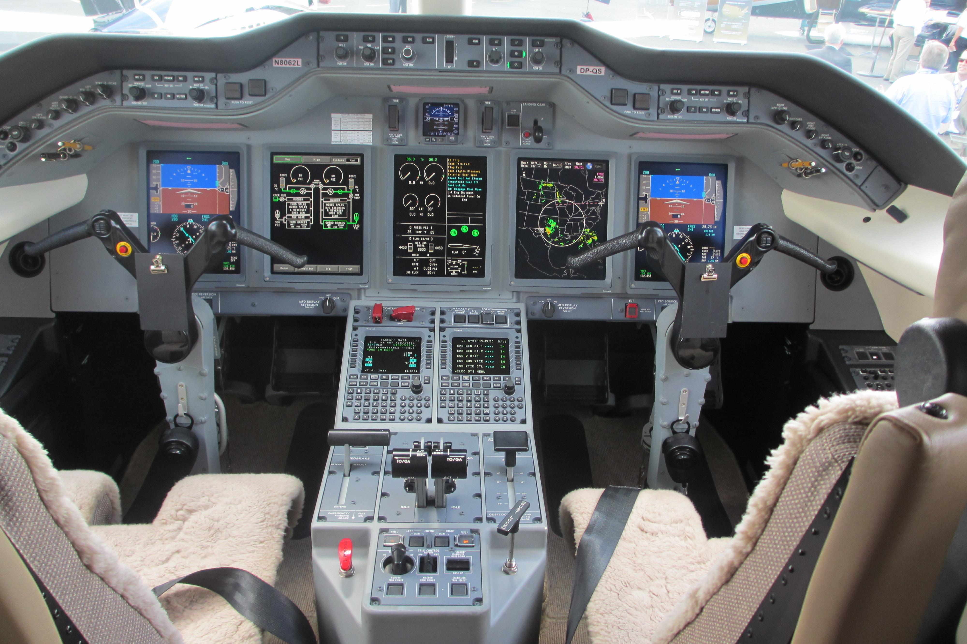 File Hawker 4000 Cockpit Jpg