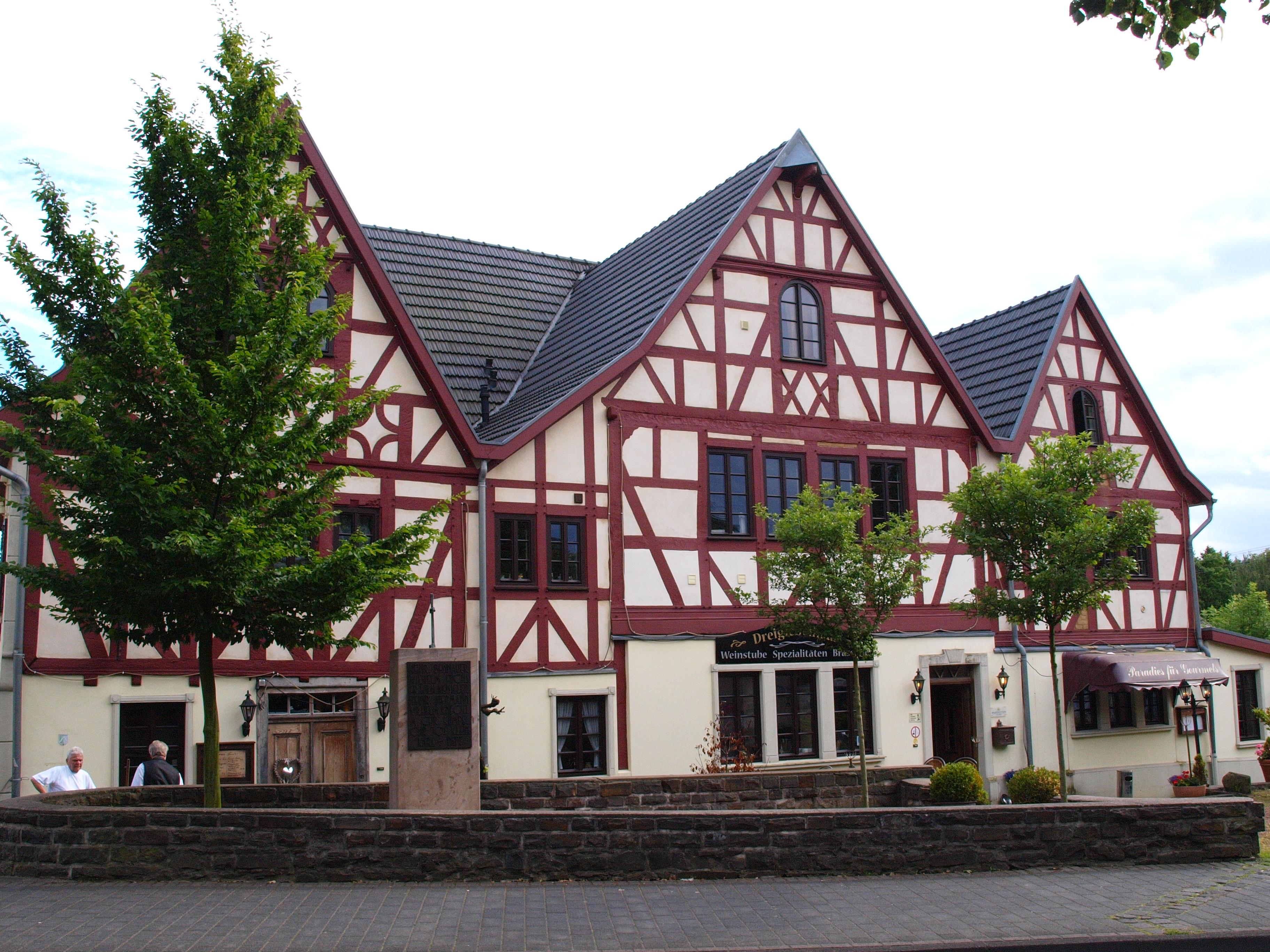 File Hennef Drei Giebel Haus JPG Wikimedia mons