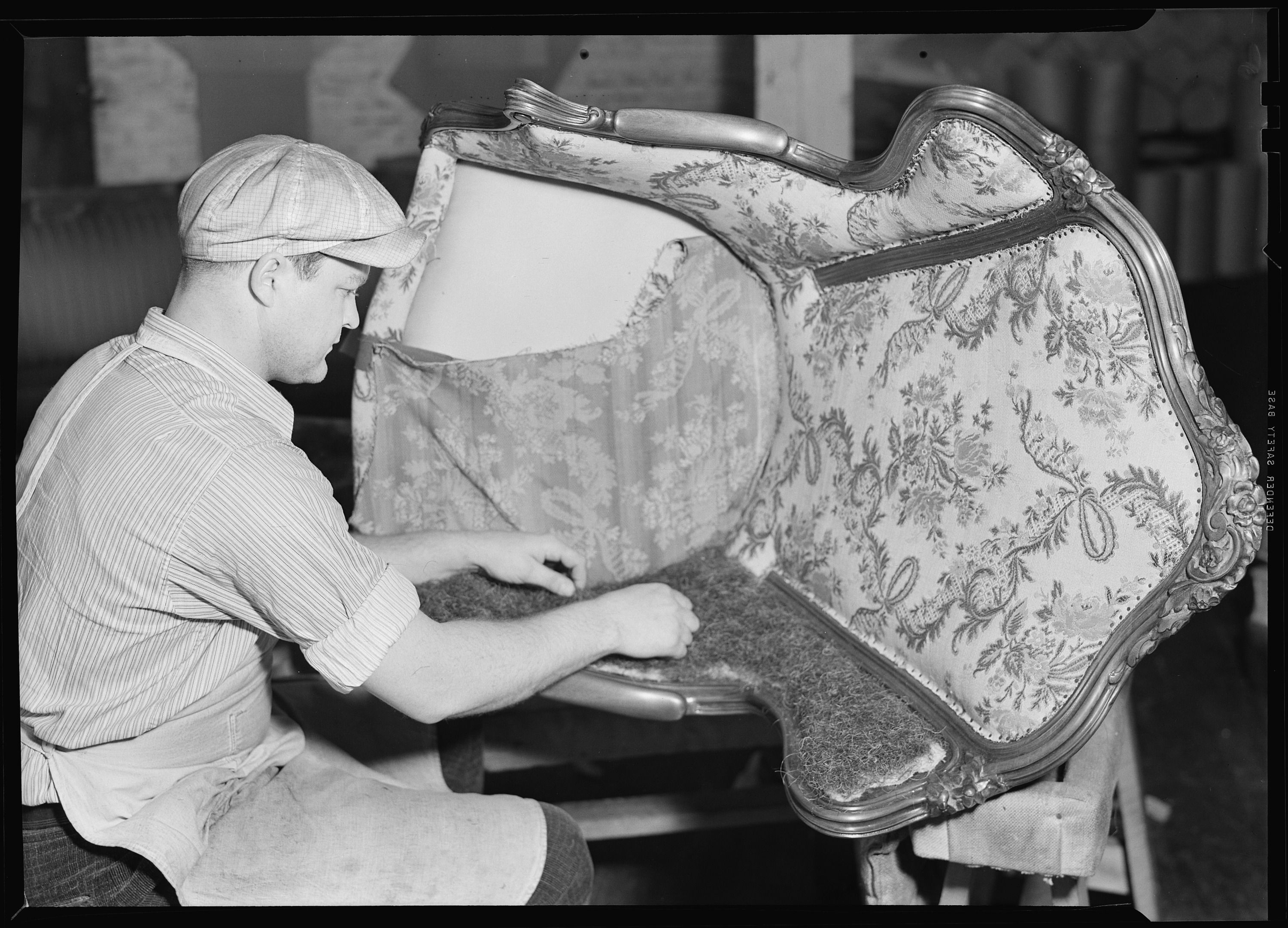 File:High Point, North Carolina   Upholstering. Tomlinson Chair  Manufacturing Co. Applying