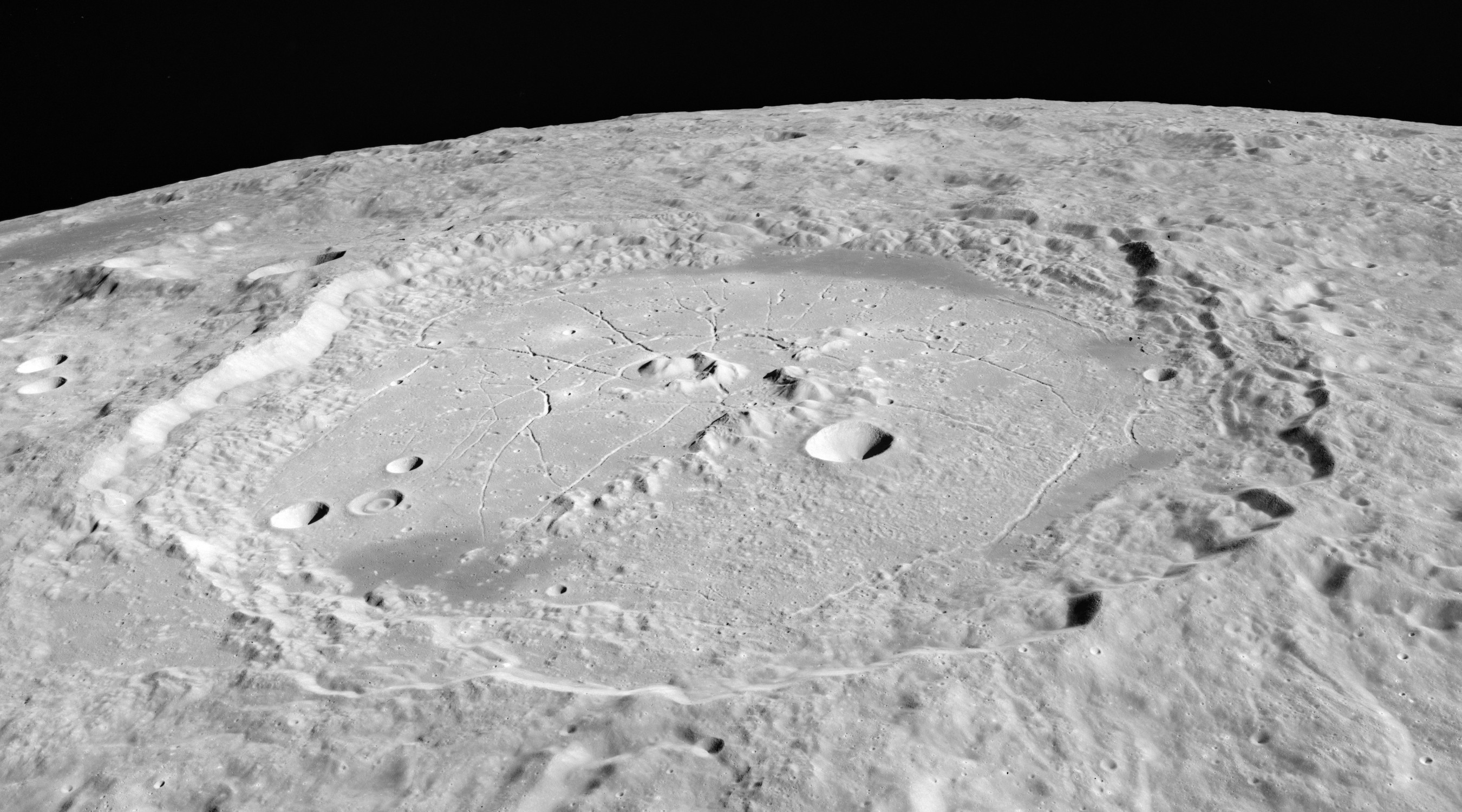 File:Humboldt crater AS15-M-2513.jpg
