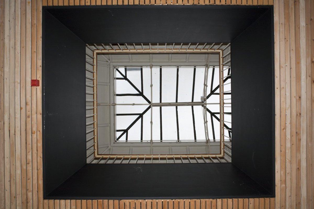 Vide In Hal : File:interieur zicht op vide met glazen dak gezien vanuit de hal