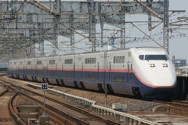 ファイル:JR East Shinkansen E1(renewal).jpg
