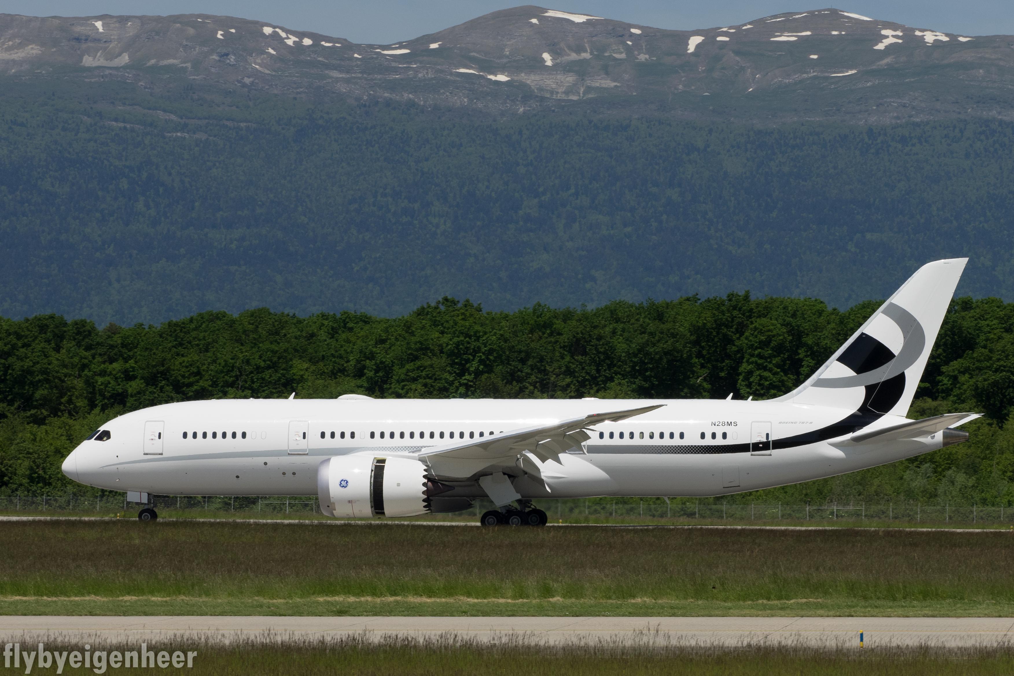File:Jet Aviation Flight Services, Boeing 787-8 Dreamliner, N28MS  (27325177235