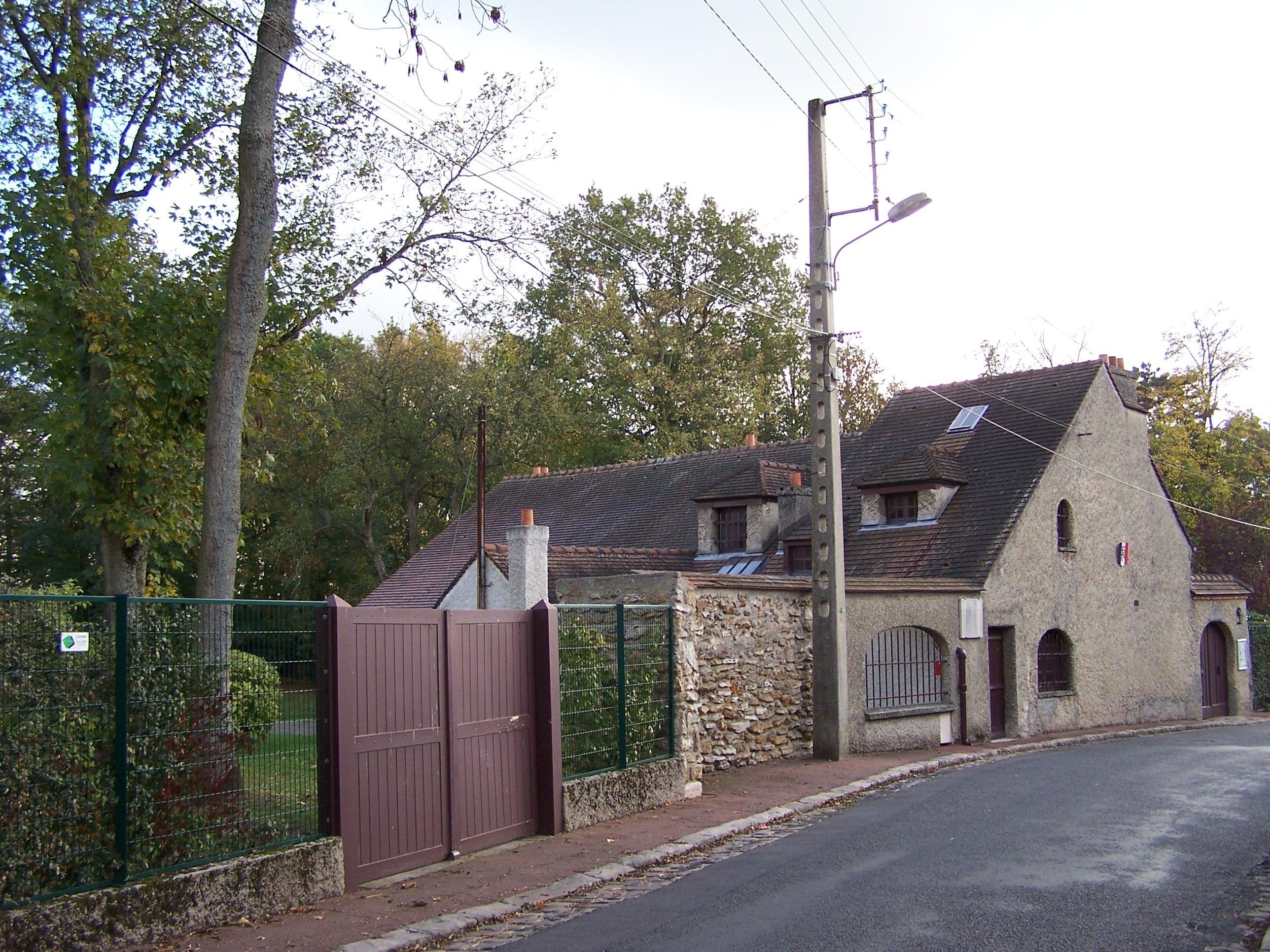 Maison jouy en josas avie home for Garage jouy en josas